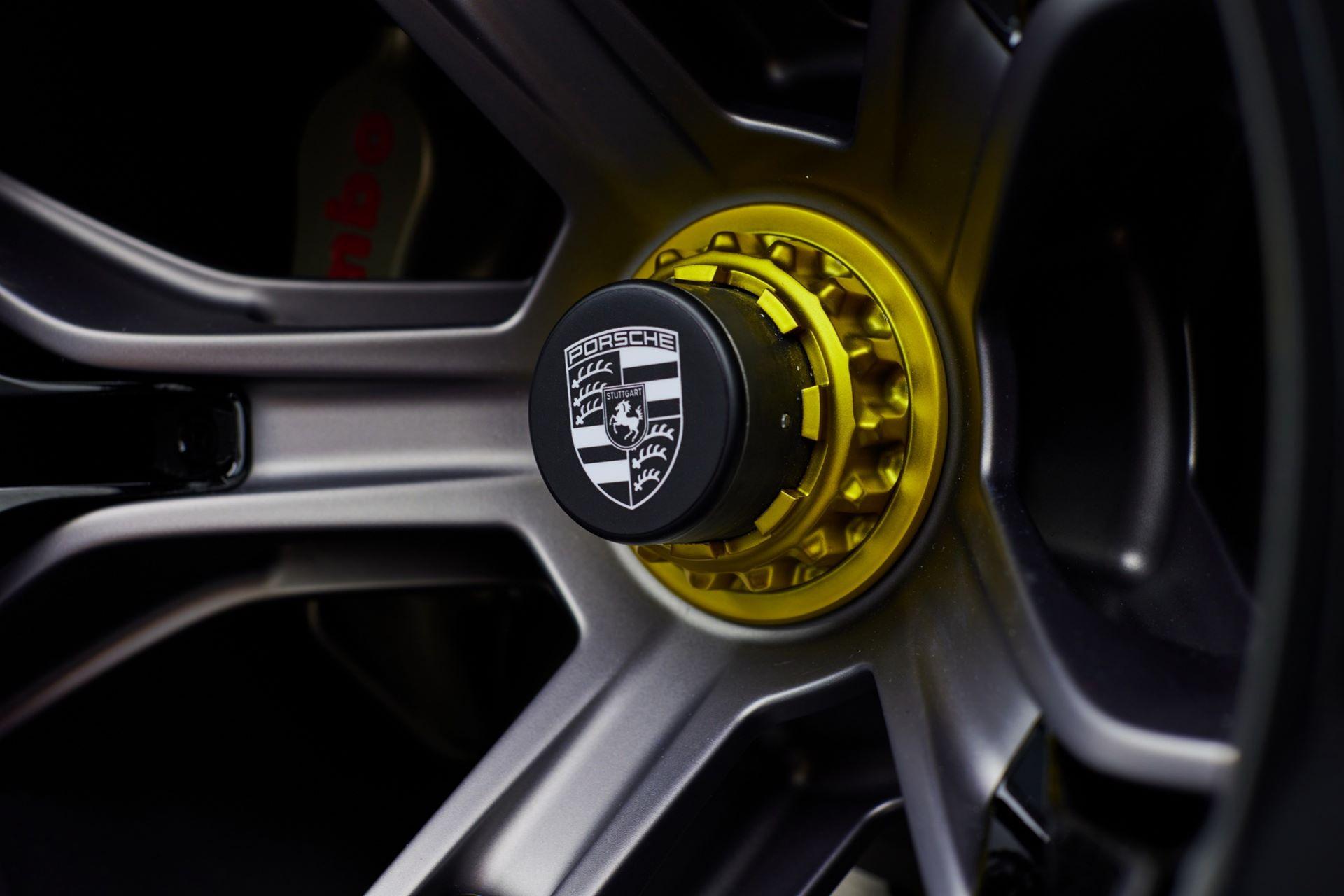Porsche-Mission-R-concept-59