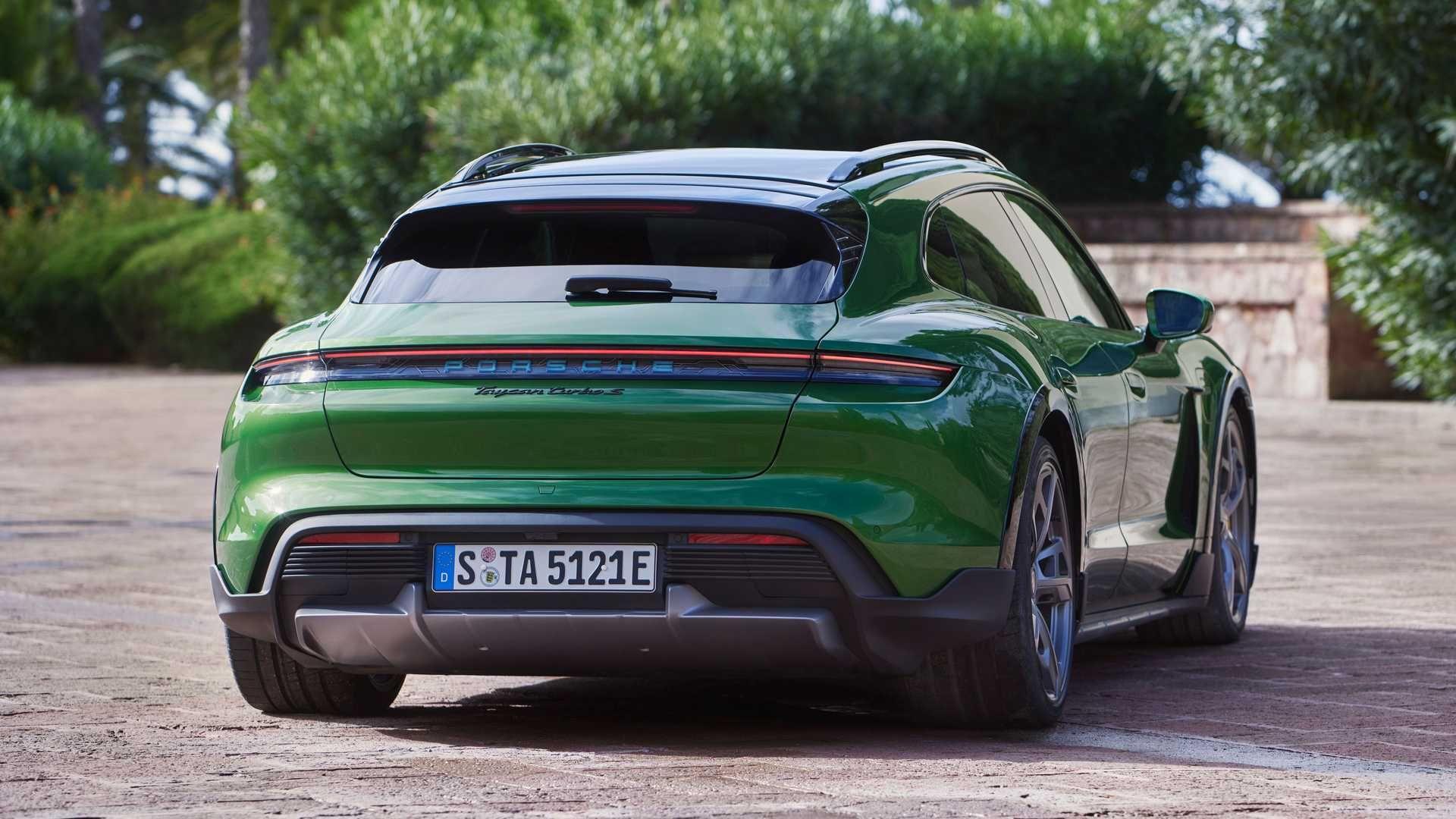 Porsche-Taycan-Cross-Turismo-10