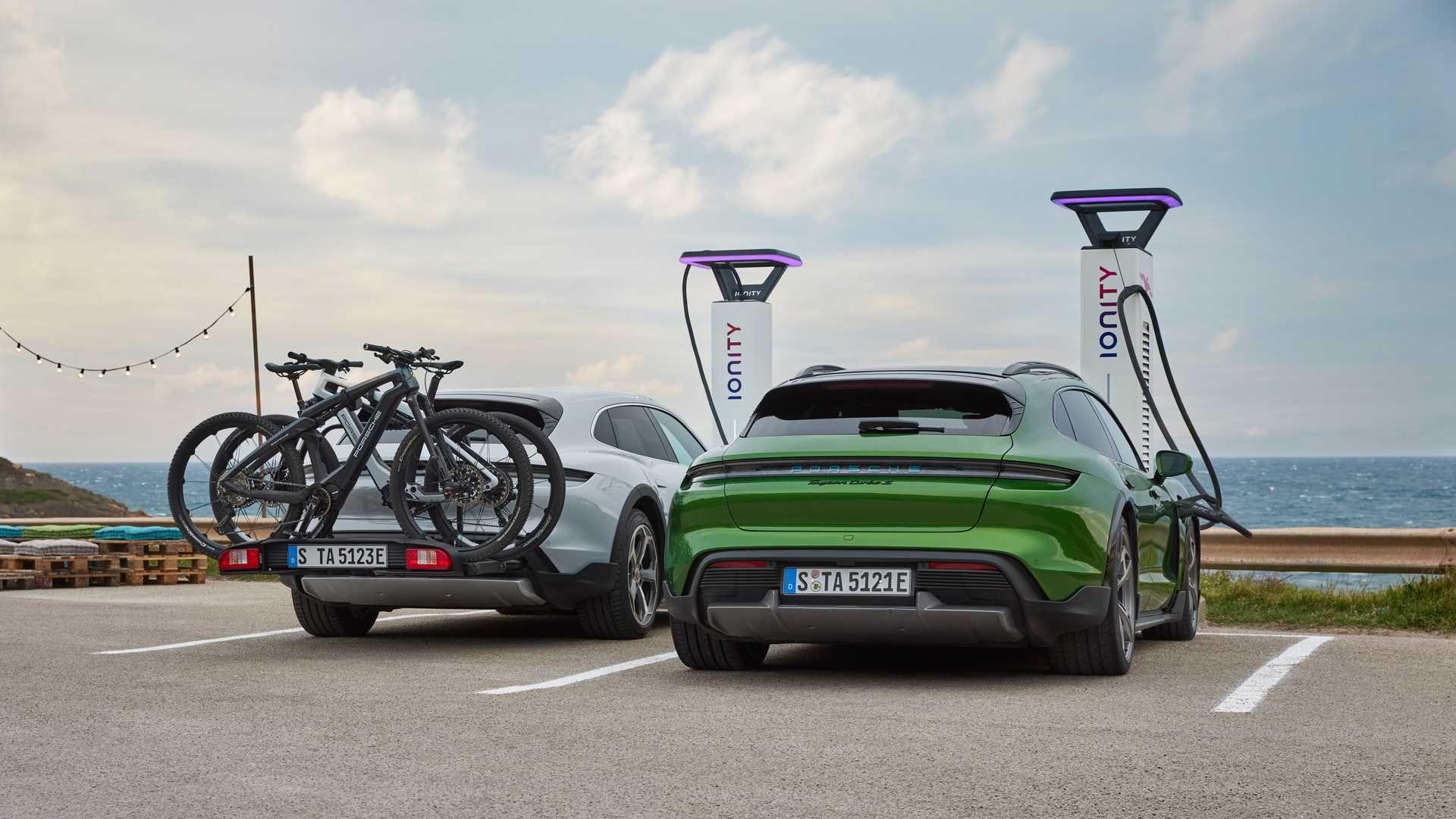 Porsche-Taycan-Cross-Turismo-13