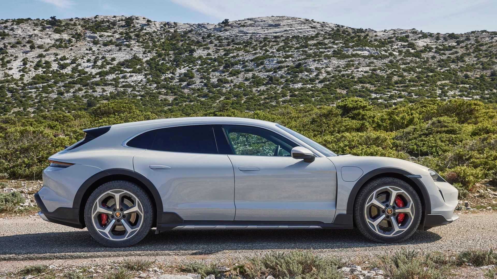 Porsche-Taycan-Cross-Turismo-17