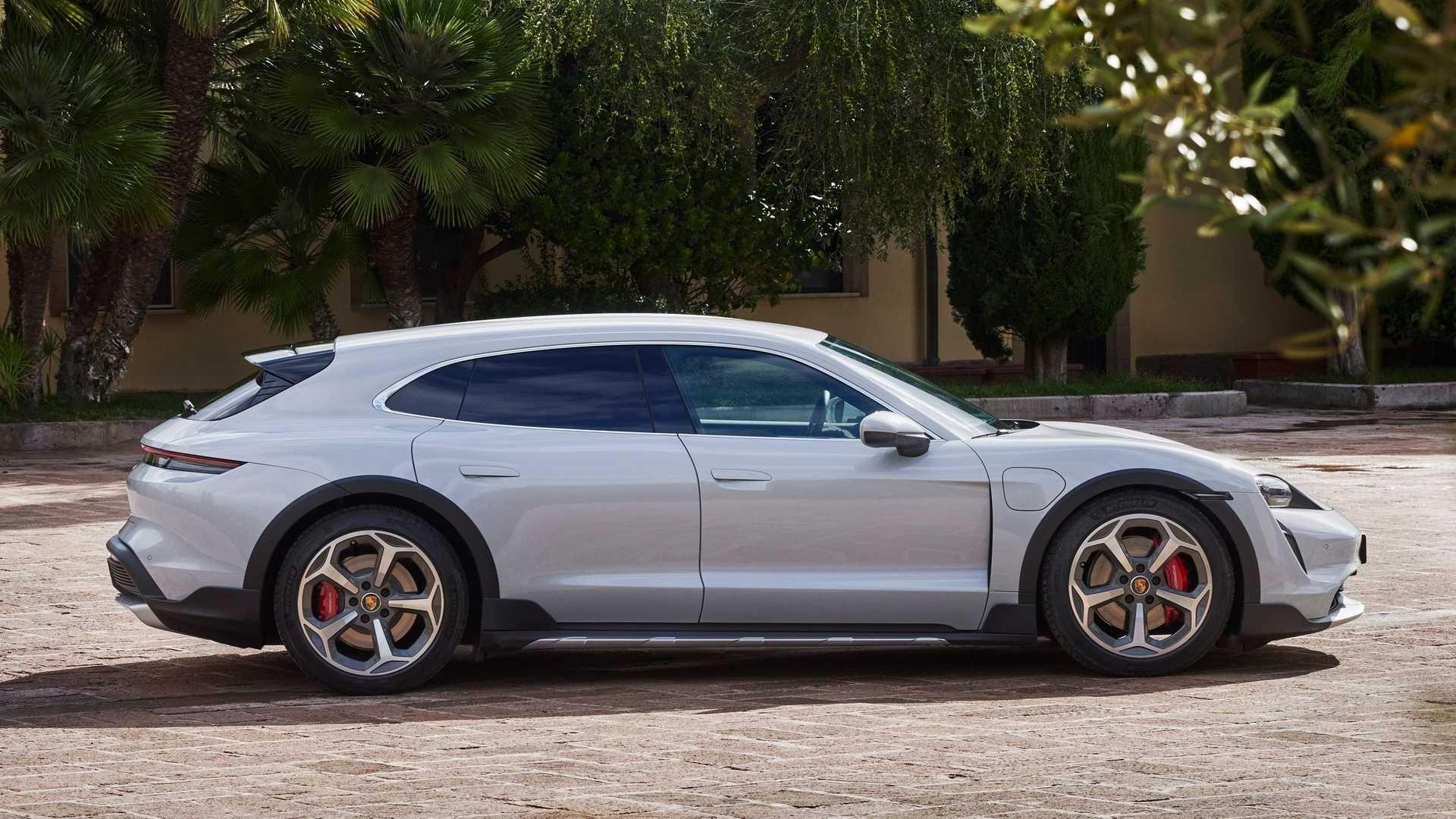 Porsche-Taycan-Cross-Turismo-18