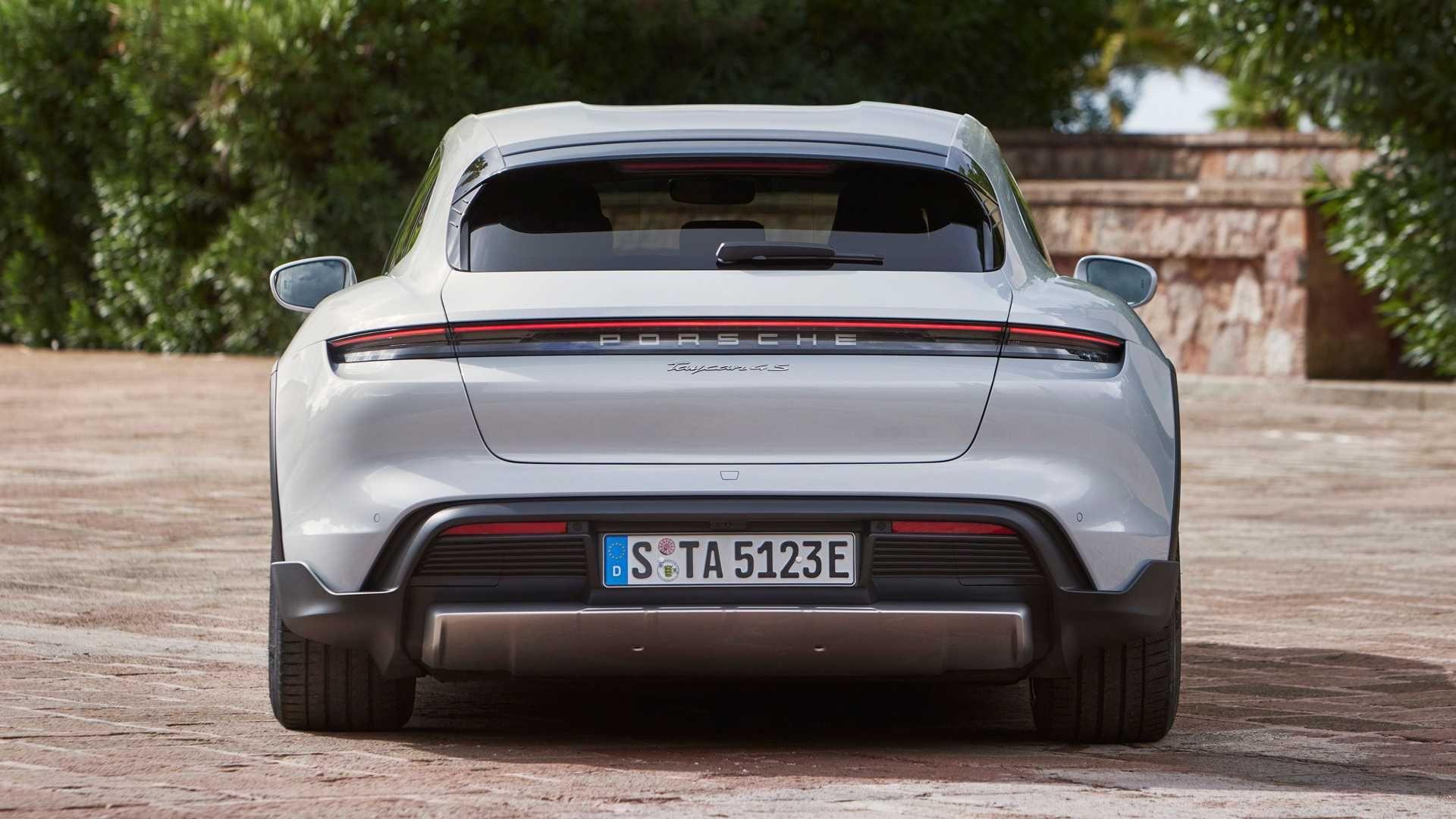 Porsche-Taycan-Cross-Turismo-19