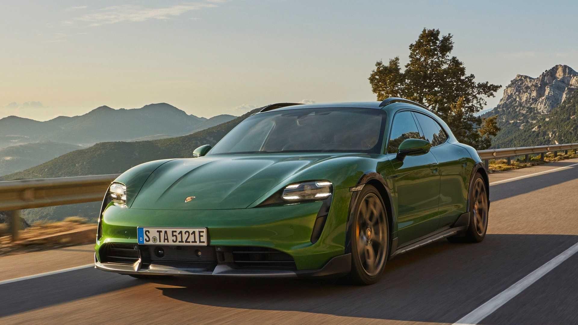 Porsche-Taycan-Cross-Turismo-2