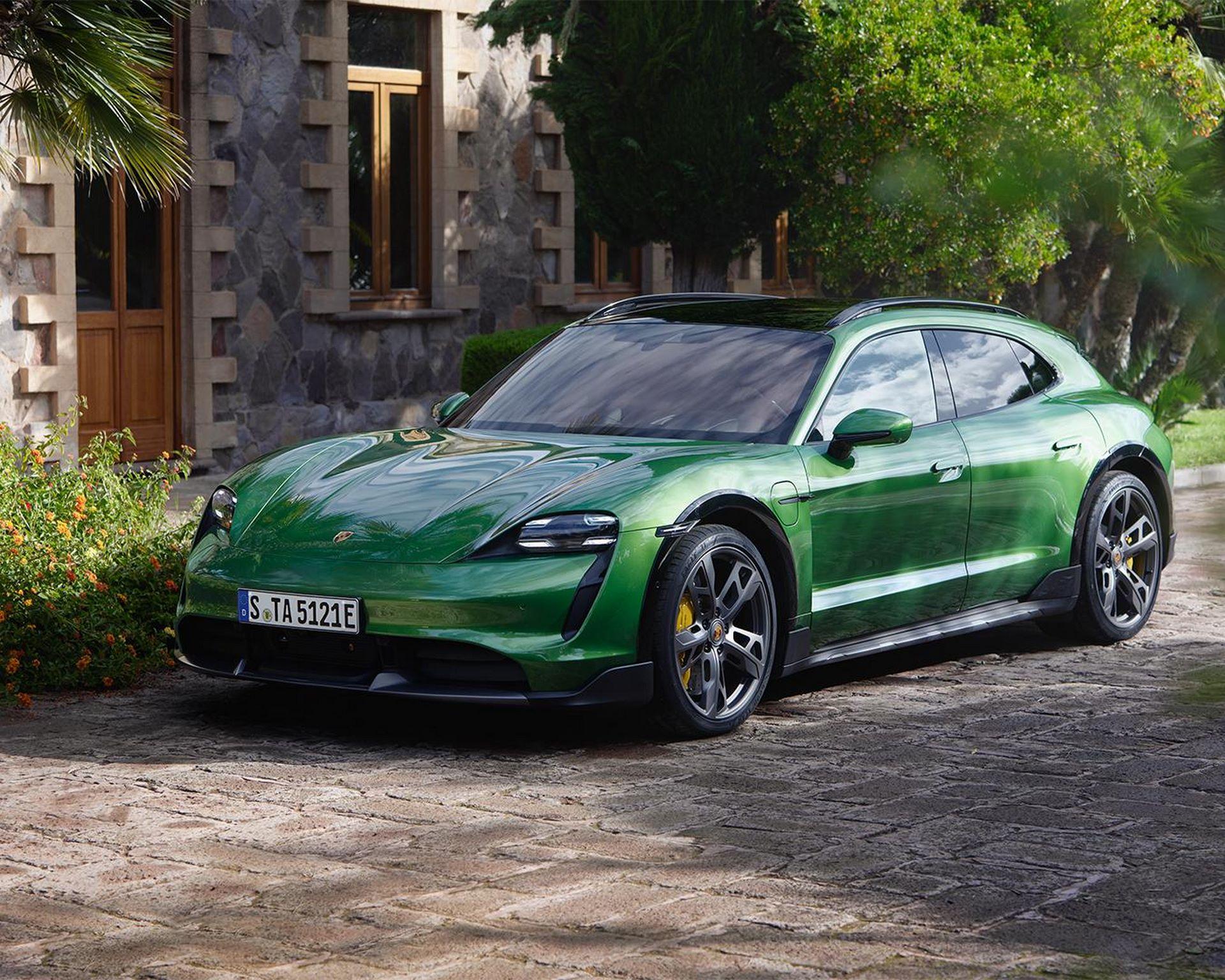 Porsche-Taycan-Cross-Turismo-28