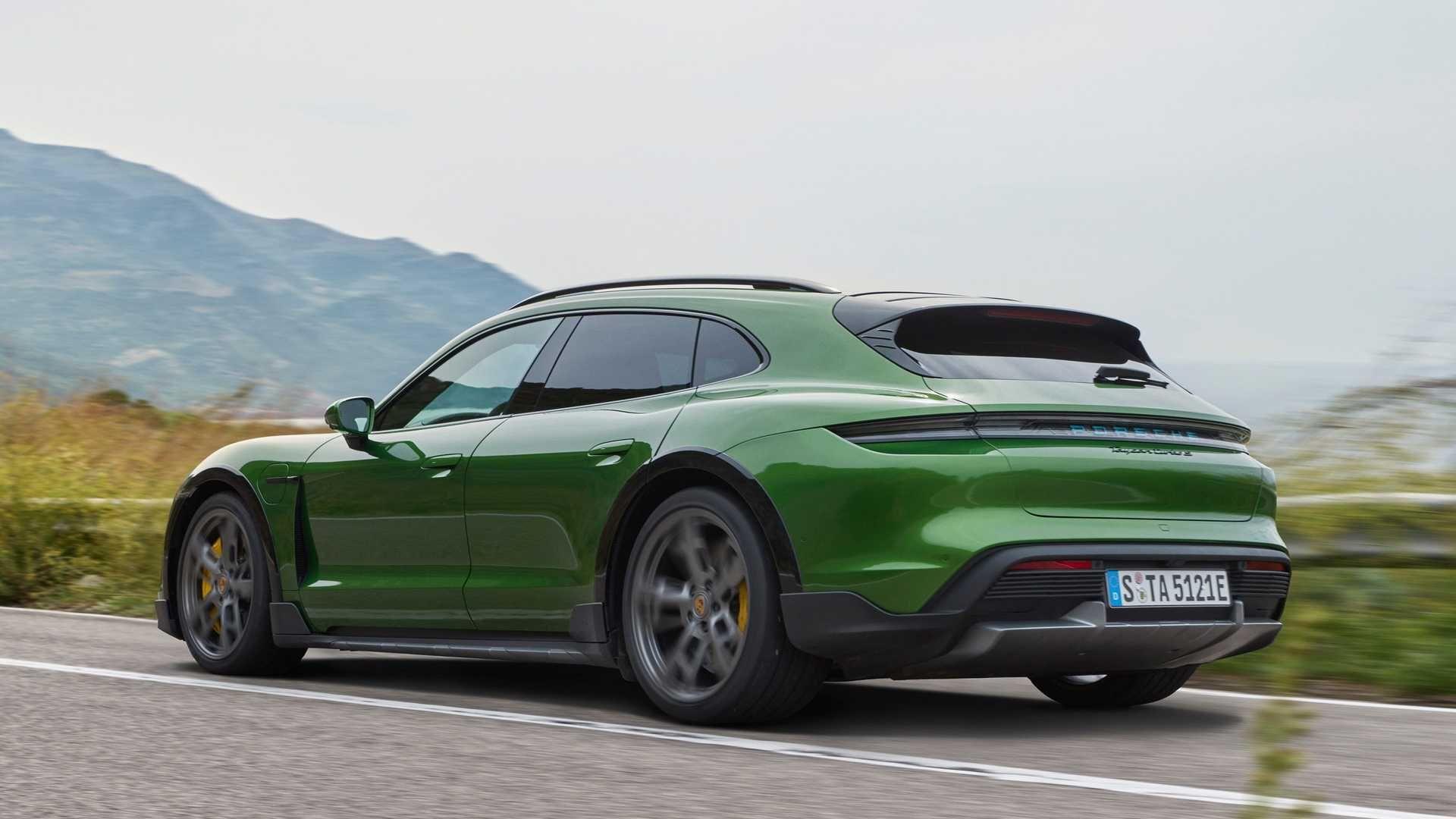 Porsche-Taycan-Cross-Turismo-4