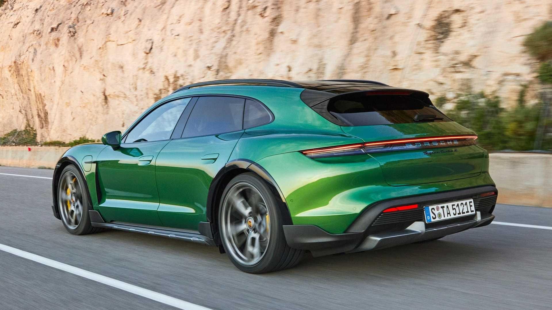 Porsche-Taycan-Cross-Turismo-5