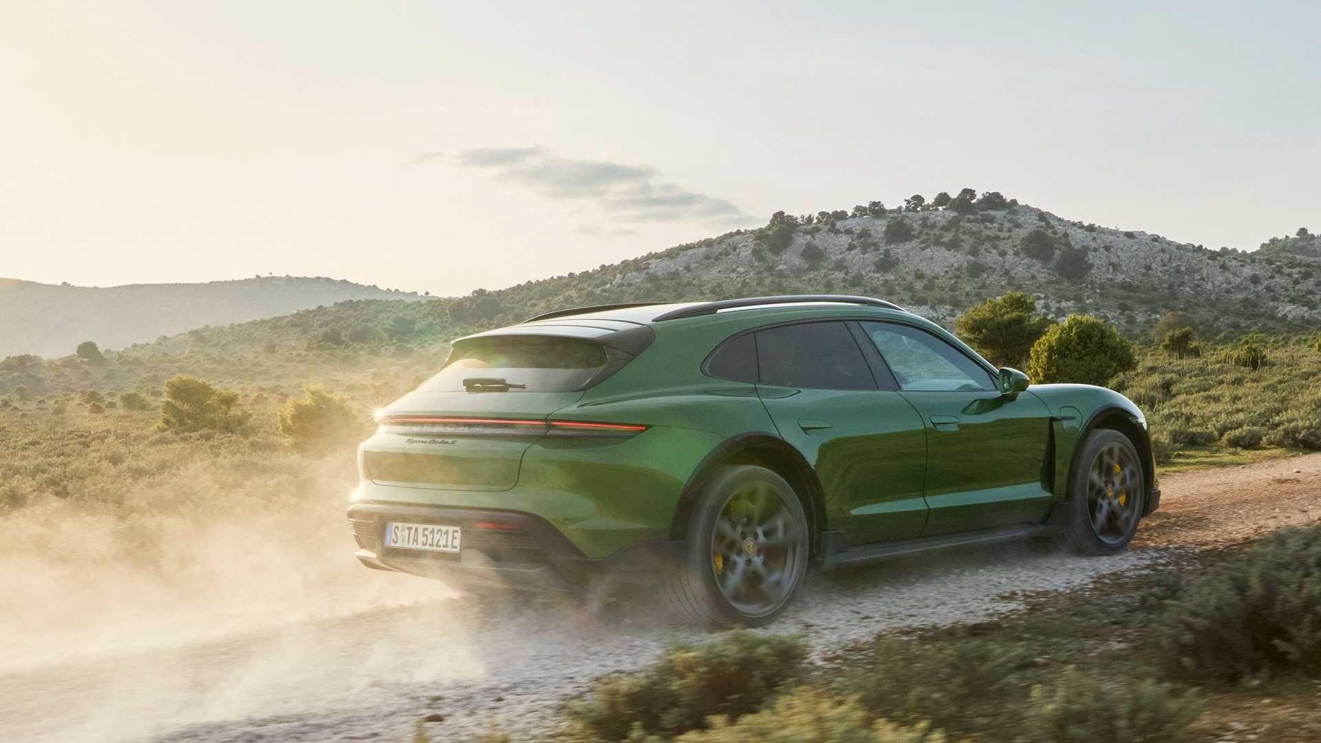 Porsche-Taycan-Cross-Turismo-6