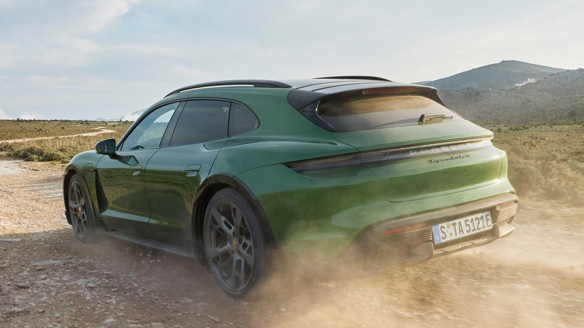 Porsche-Taycan-Cross-Turismo-7
