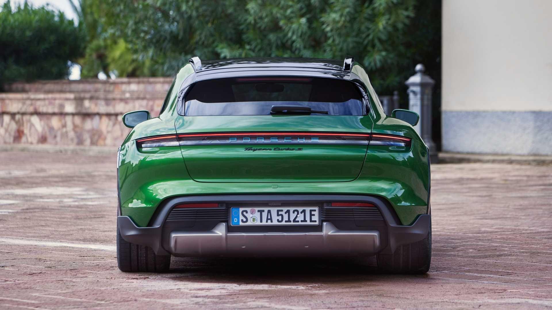 Porsche-Taycan-Cross-Turismo-8