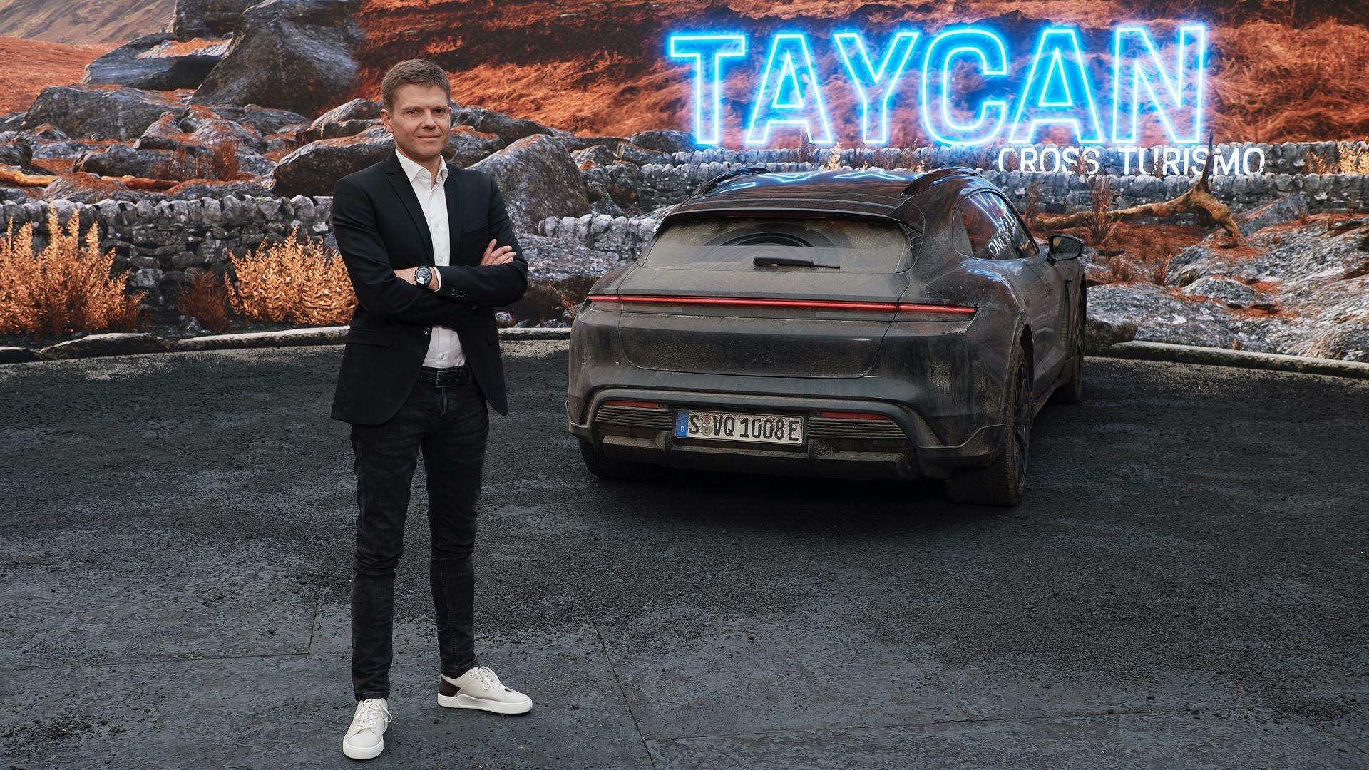 Taycan-Cross-Turismo-1
