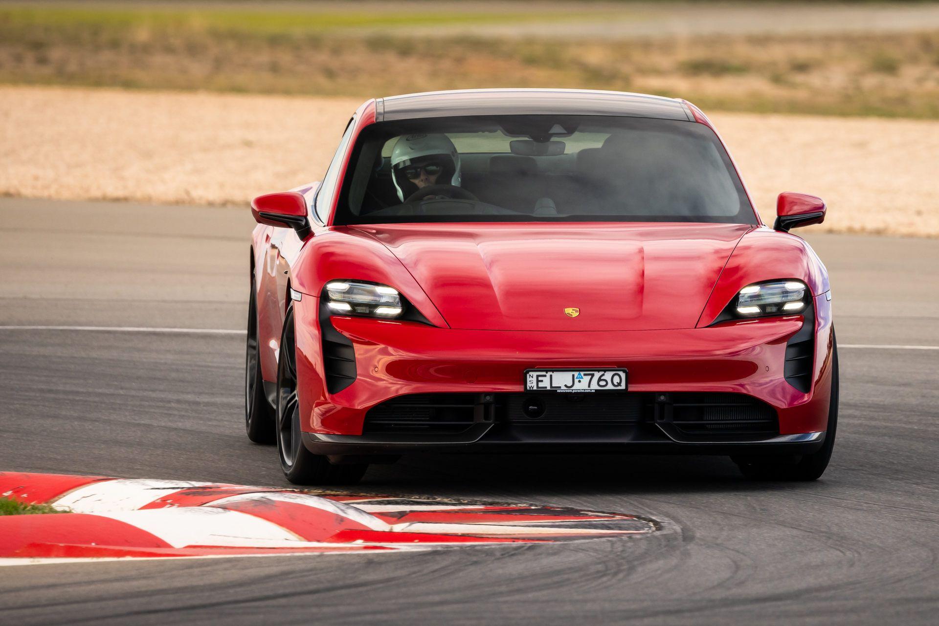 Porsche-Taycan-Turbo-S-The-Bend-Motorsport-Park-11