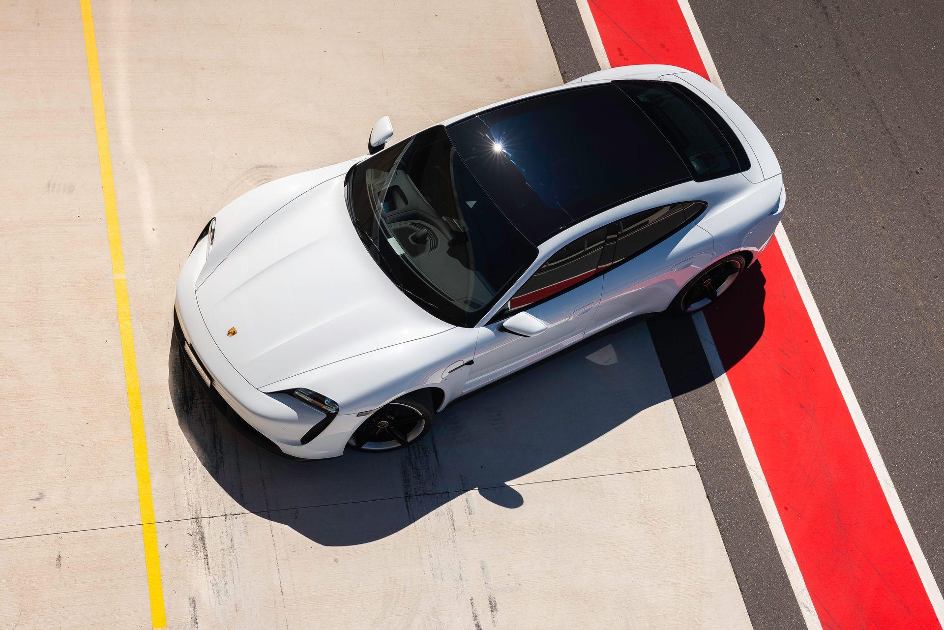 Porsche-Taycan-Turbo-S-The-Bend-Motorsport-Park-17