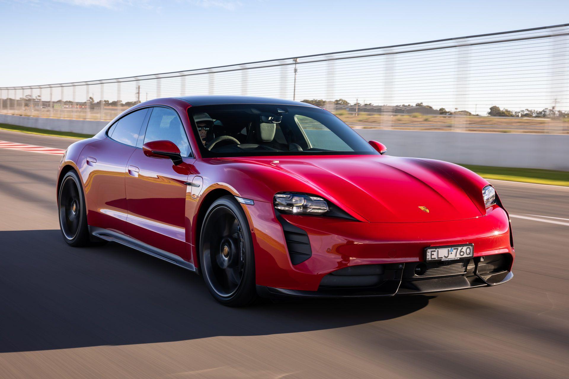 Porsche-Taycan-Turbo-S-The-Bend-Motorsport-Park-24