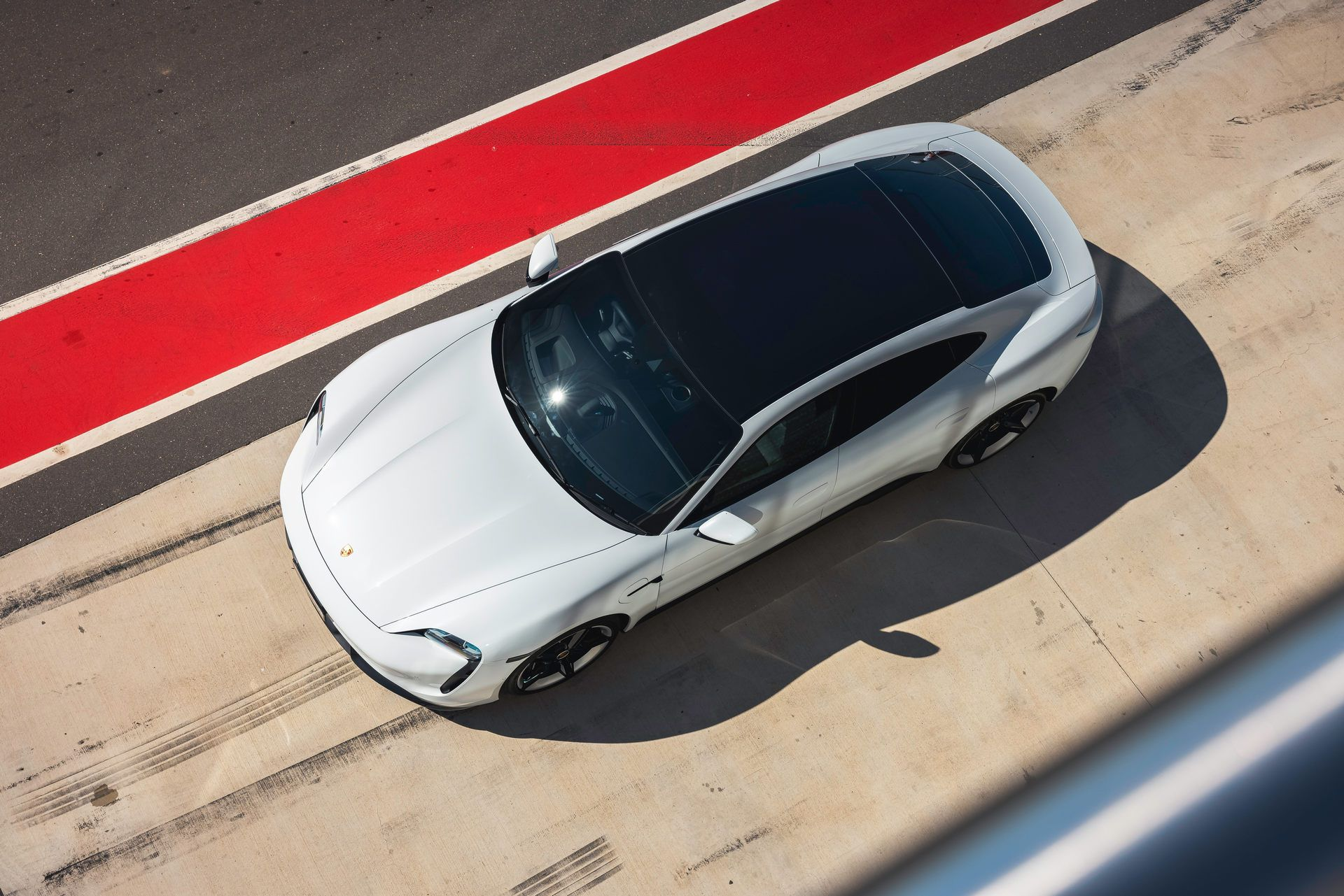 Porsche-Taycan-Turbo-S-The-Bend-Motorsport-Park-40