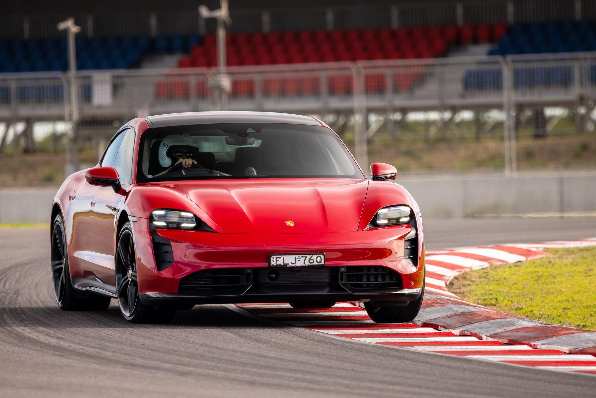 Porsche-Taycan-Turbo-S-The-Bend-Motorsport-Park-7