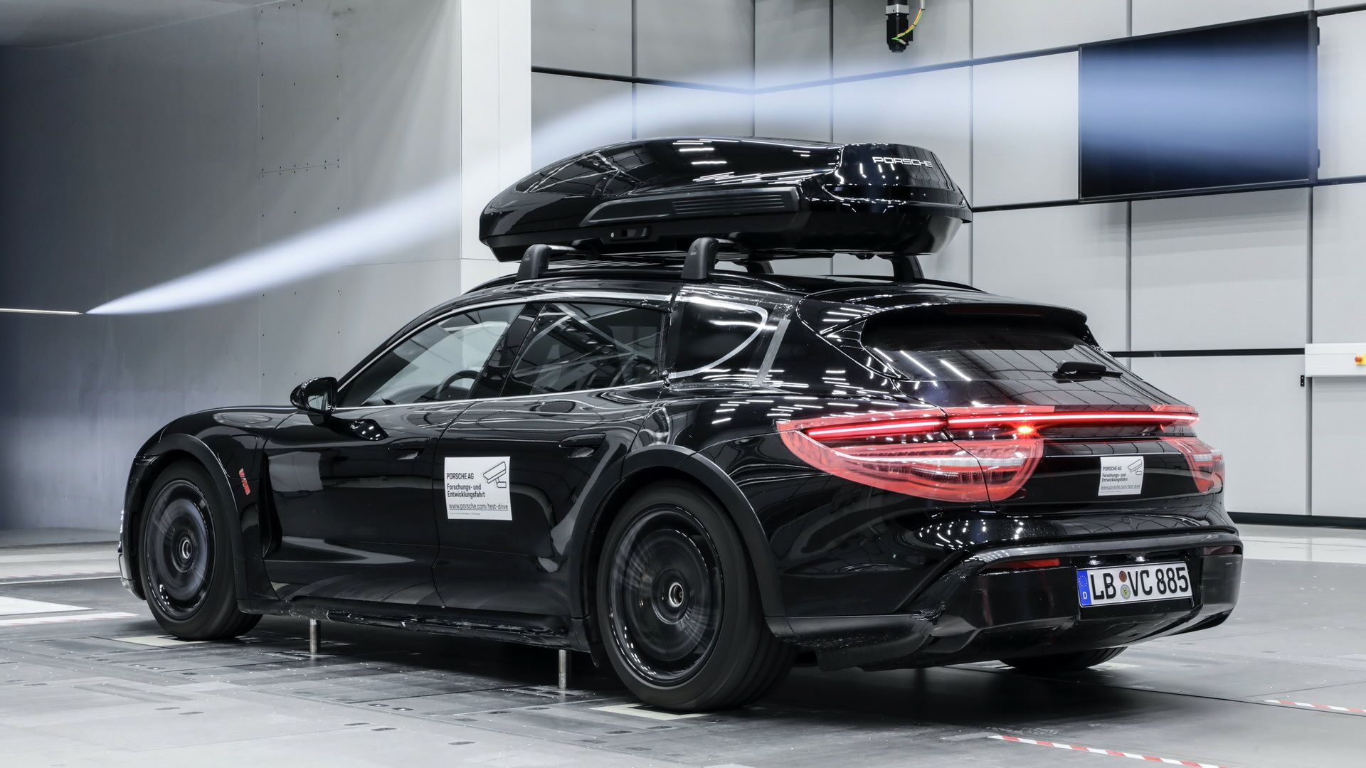 Porsche-Tequipment-Performance-roof-box-2