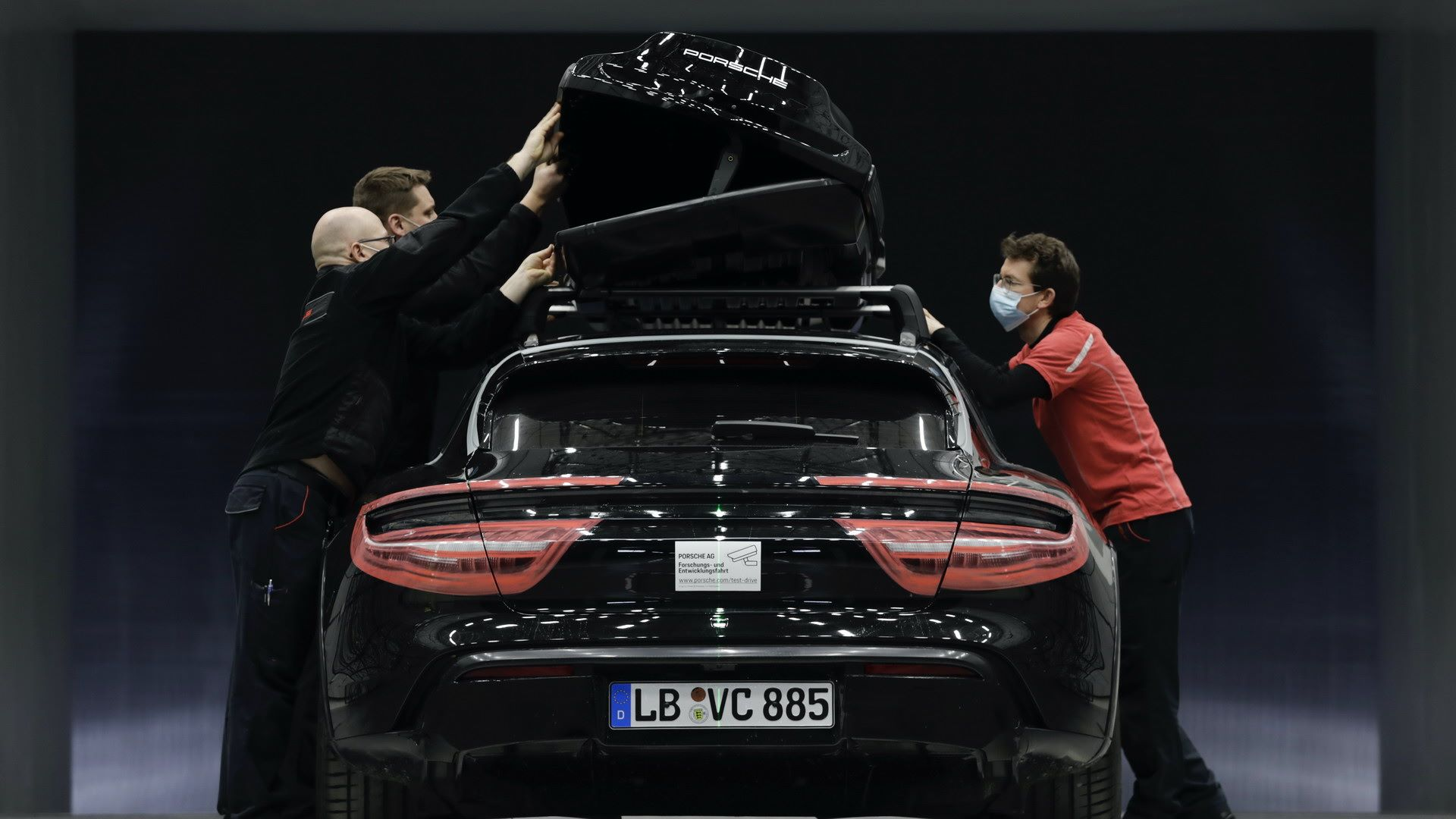 Porsche-Tequipment-Performance-roof-box-6