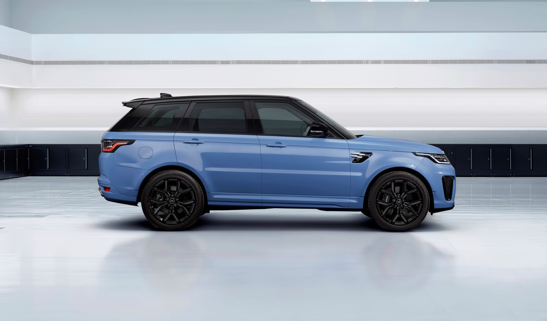 Range-Rover-Sport-SVR-Ultimate-Edition-2