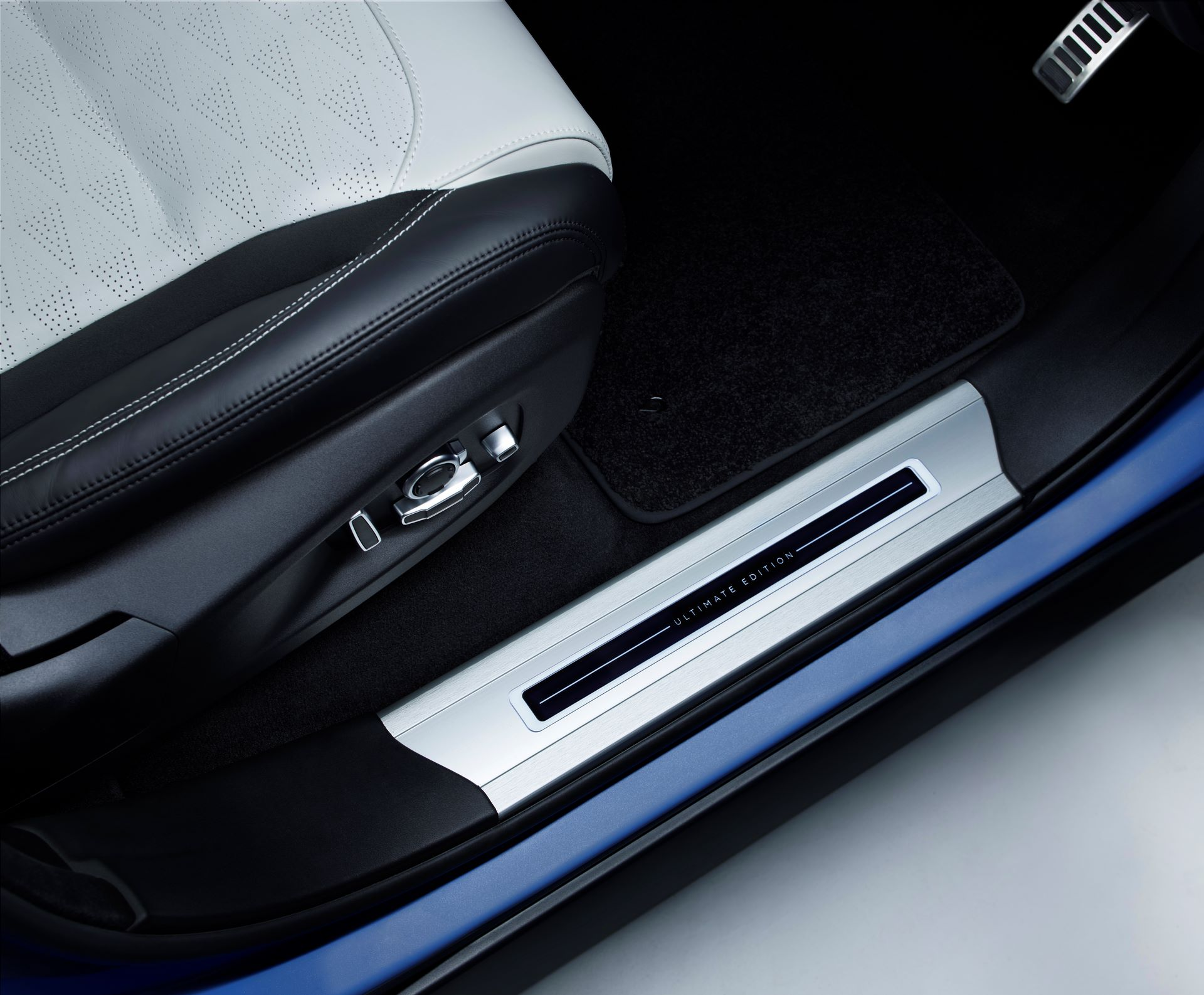 Range-Rover-Sport-SVR-Ultimate-Edition-6