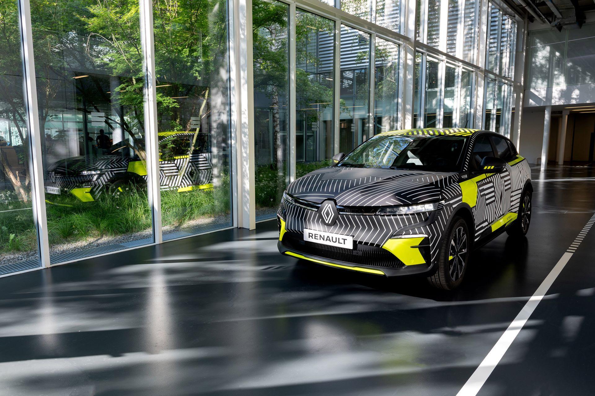 Renault-Megane-E-Tech-Electric-2