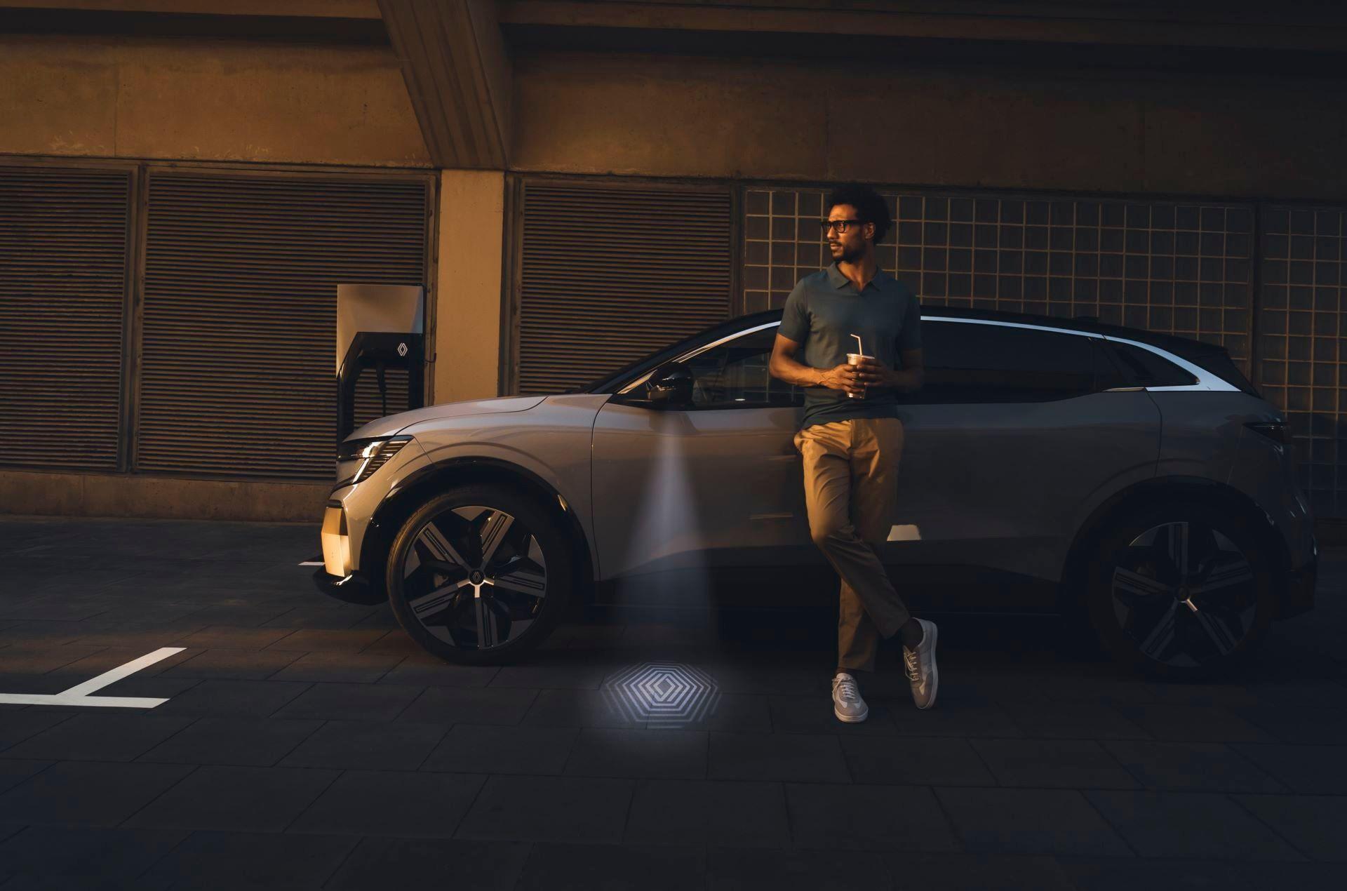 Renault-Megane-E-Tech-Electric-14