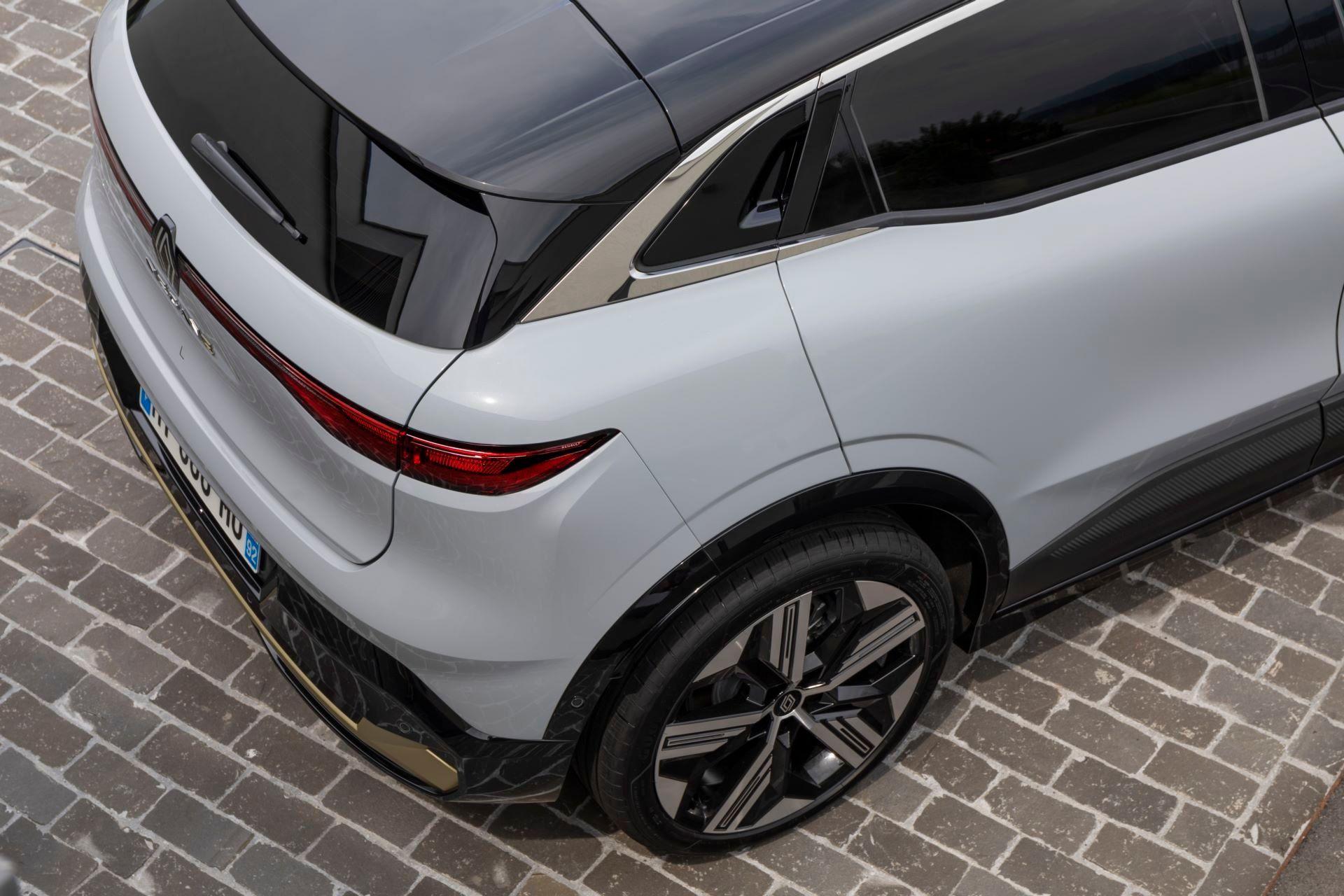 Renault-Megane-E-Tech-Electric-140