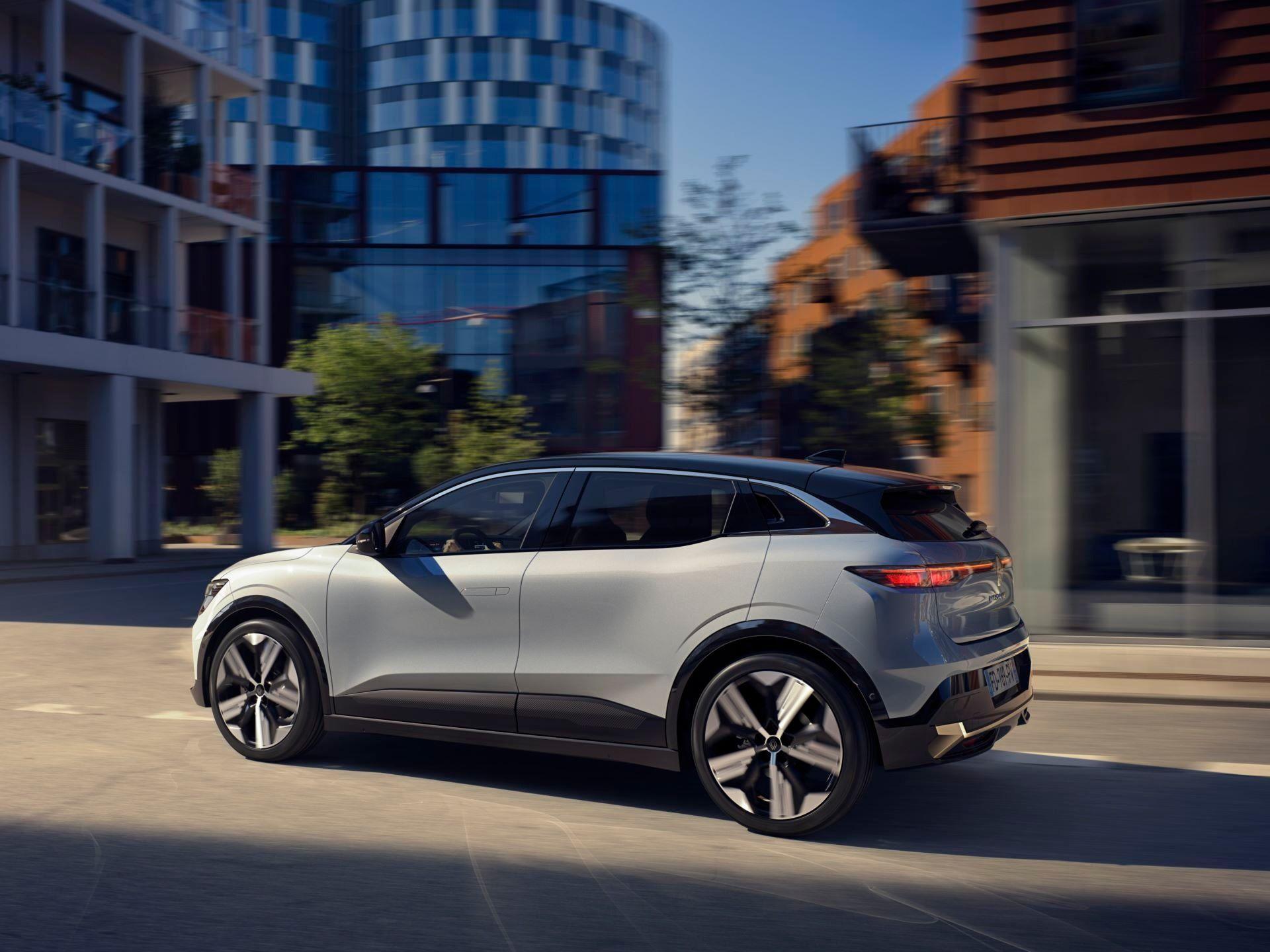 Renault-Megane-E-Tech-Electric-32