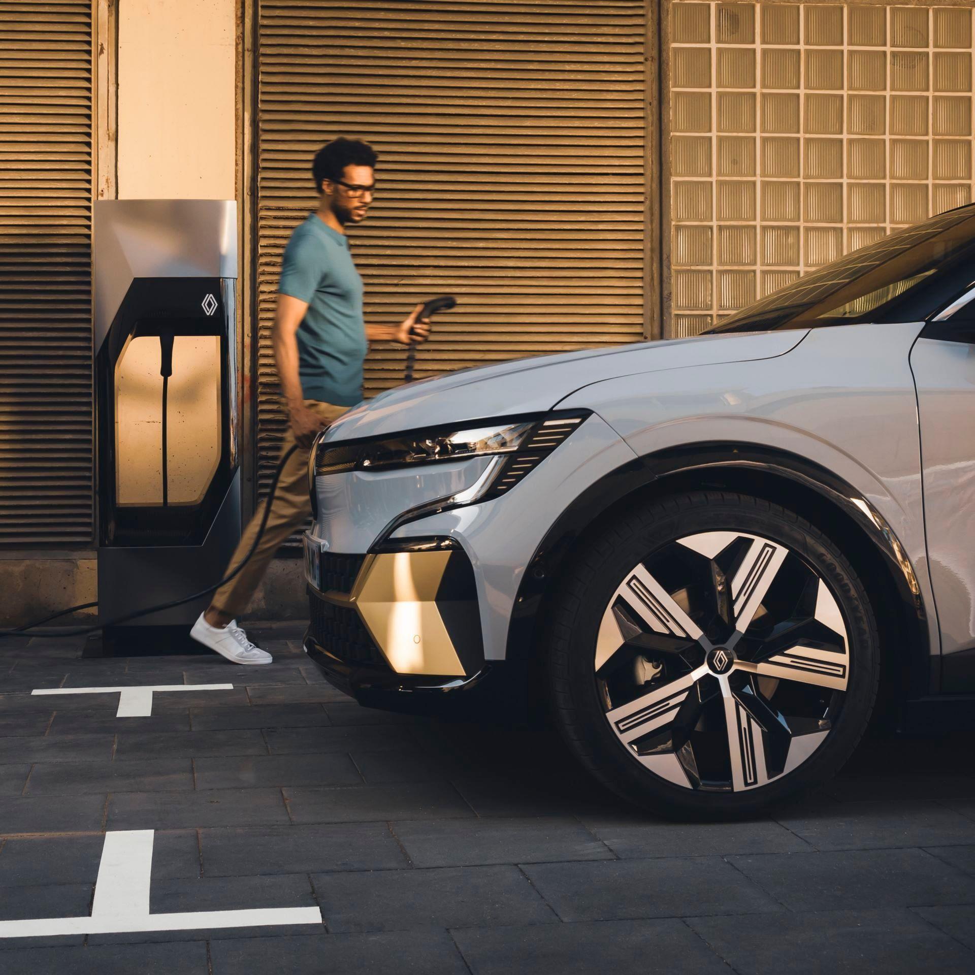 Renault-Megane-E-Tech-Electric-35