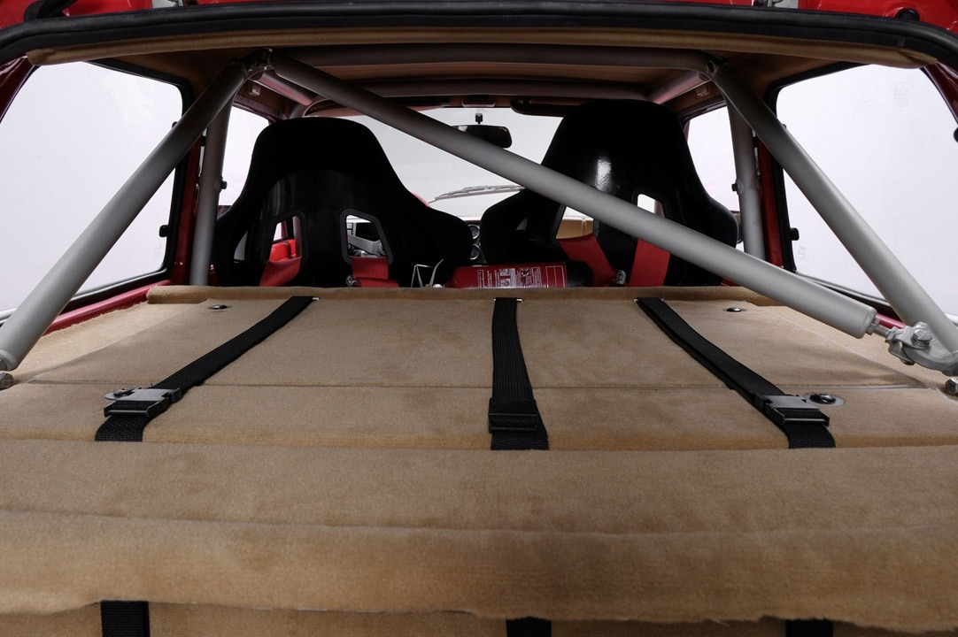 Renault_R5_Turbo_II_Maxi_look-0010