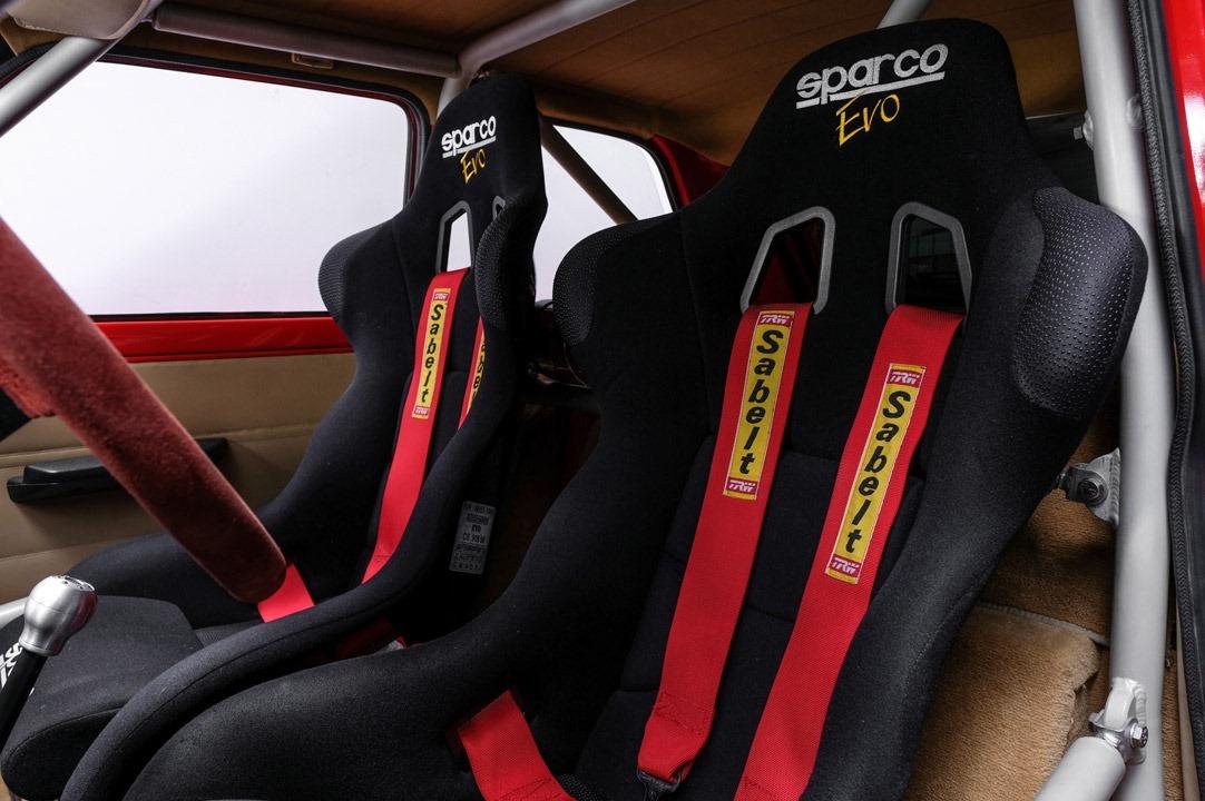 Renault_R5_Turbo_II_Maxi_look-0011