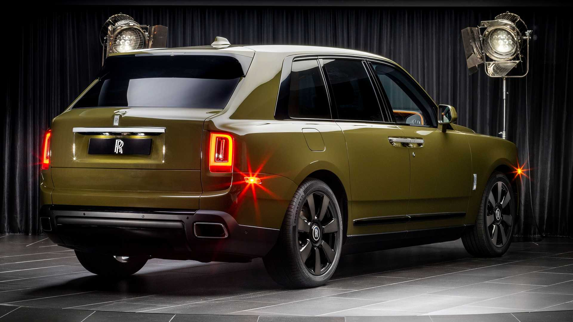 Rolls-Royce-Cullinan-bespoke-colors-11