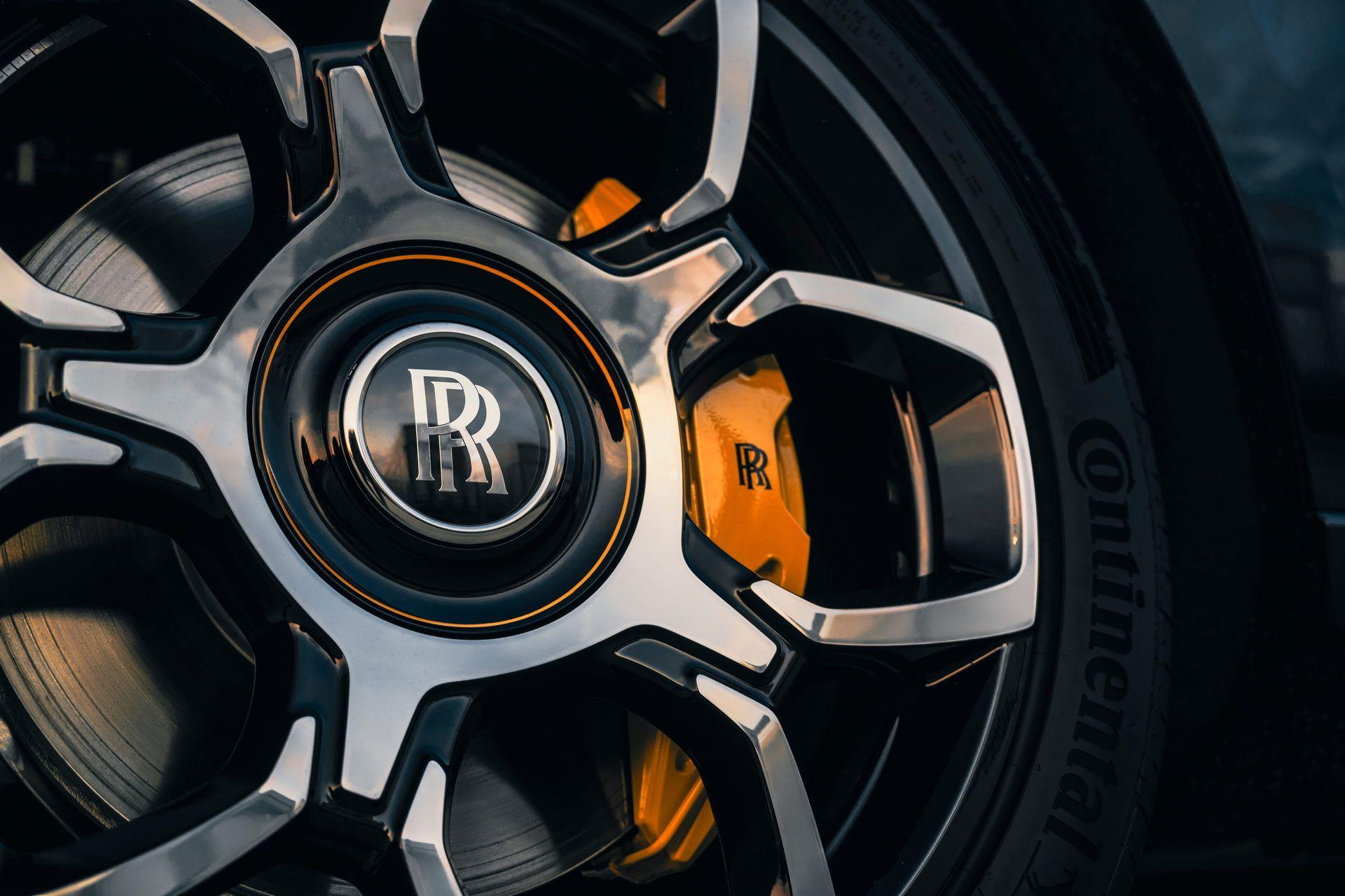 Rolls-Royce-Cullinan-Black-Badge-8
