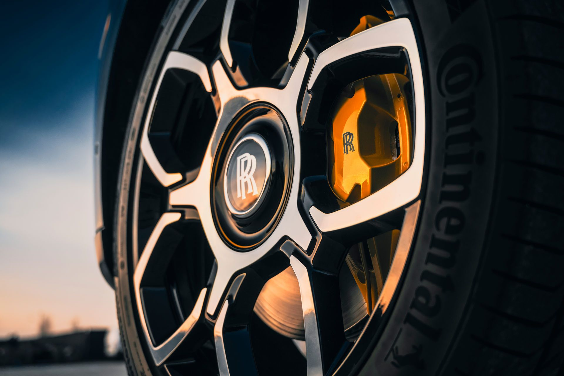 Rolls-Royce-Cullinan-Black-Badge-9