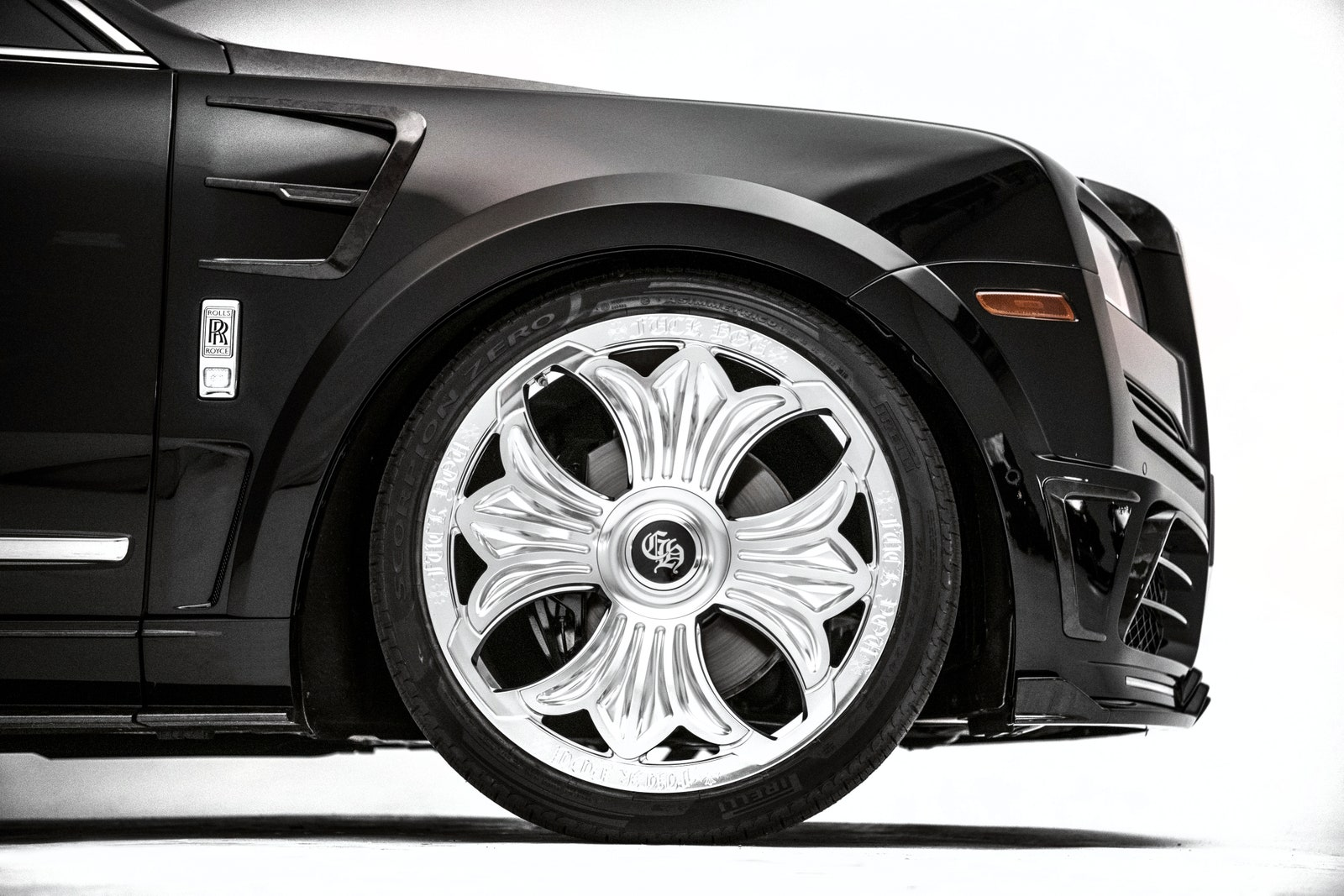 Rolls-Royce-Cullinan-Drake-3