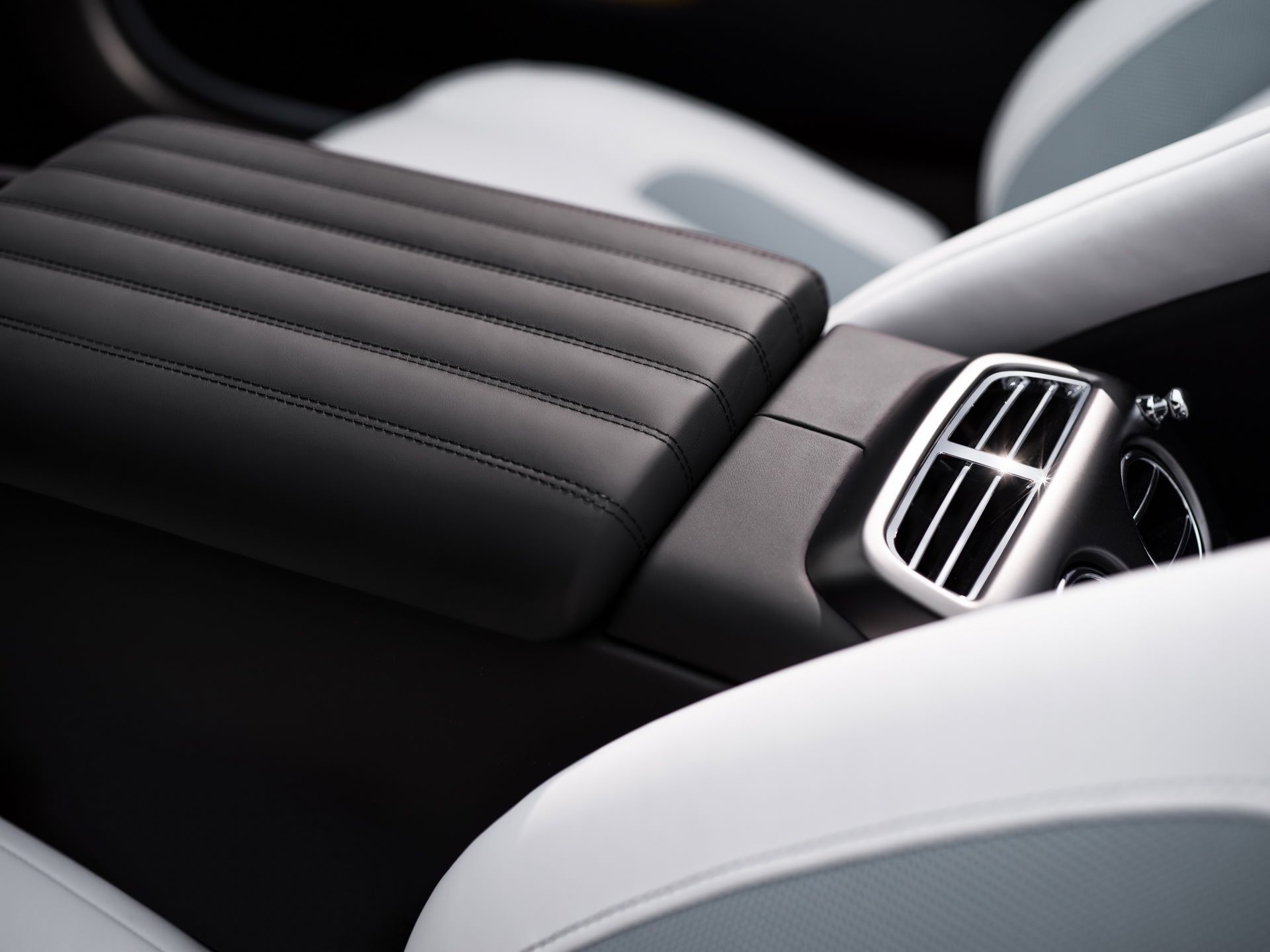 Rolls-Royce-Wraith-and-Dawn-Black-Badge-Landspeed-Collection-19