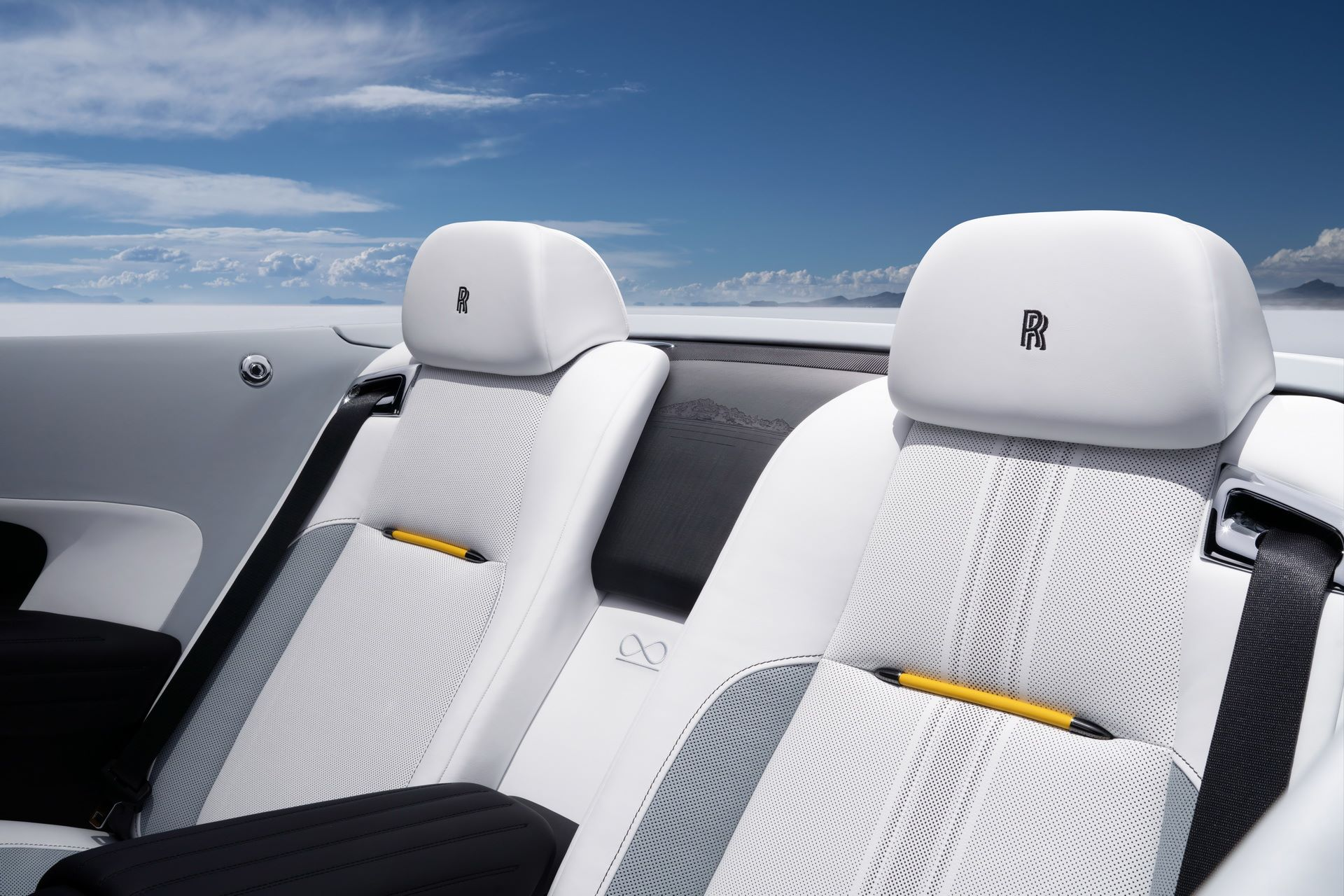 Rolls-Royce-Wraith-and-Dawn-Black-Badge-Landspeed-Collection-28