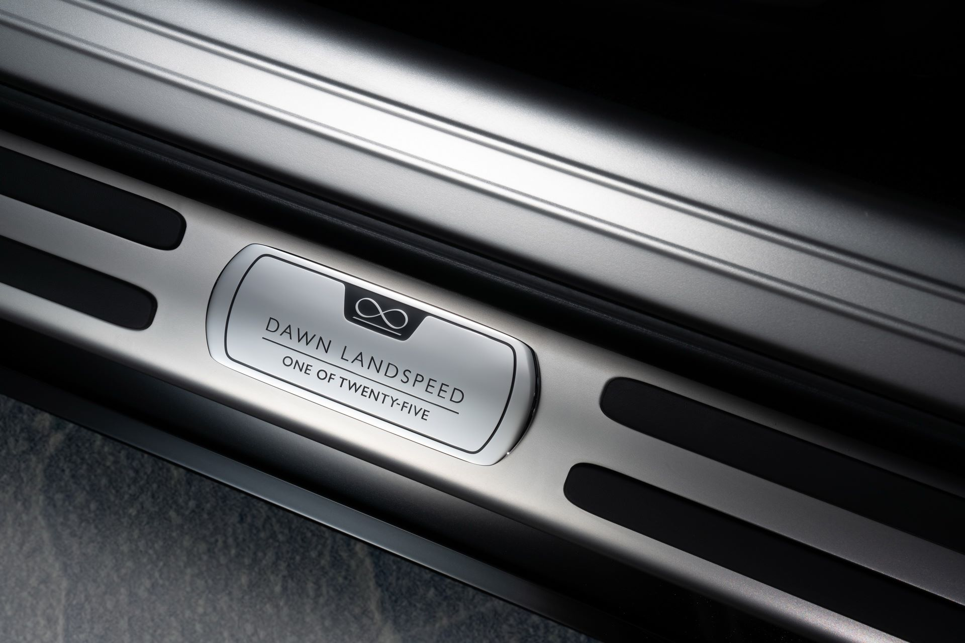 Rolls-Royce-Wraith-and-Dawn-Black-Badge-Landspeed-Collection-29