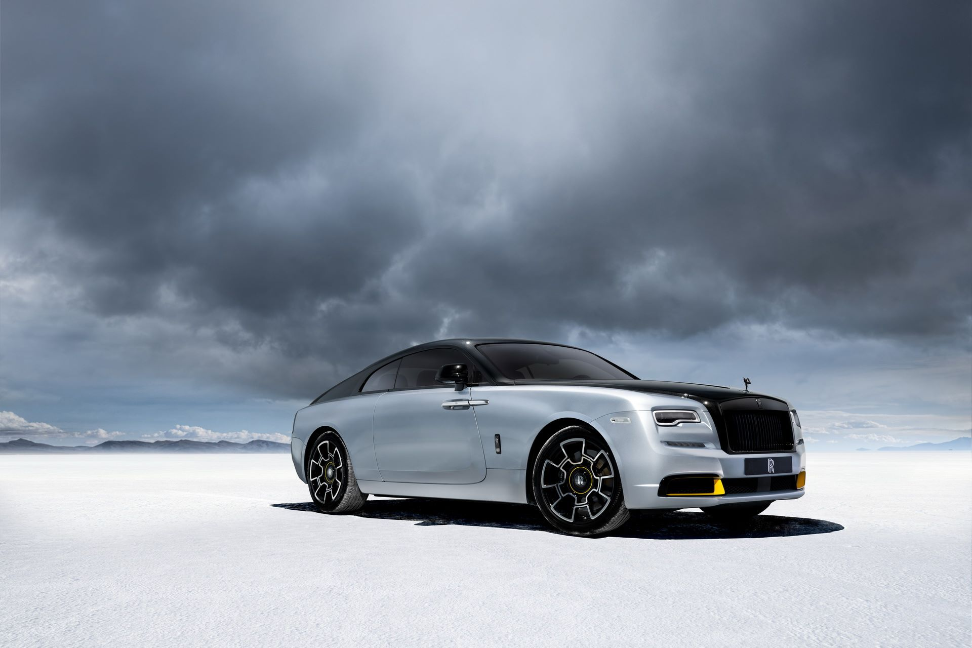 Rolls-Royce-Wraith-and-Dawn-Black-Badge-Landspeed-Collection-4