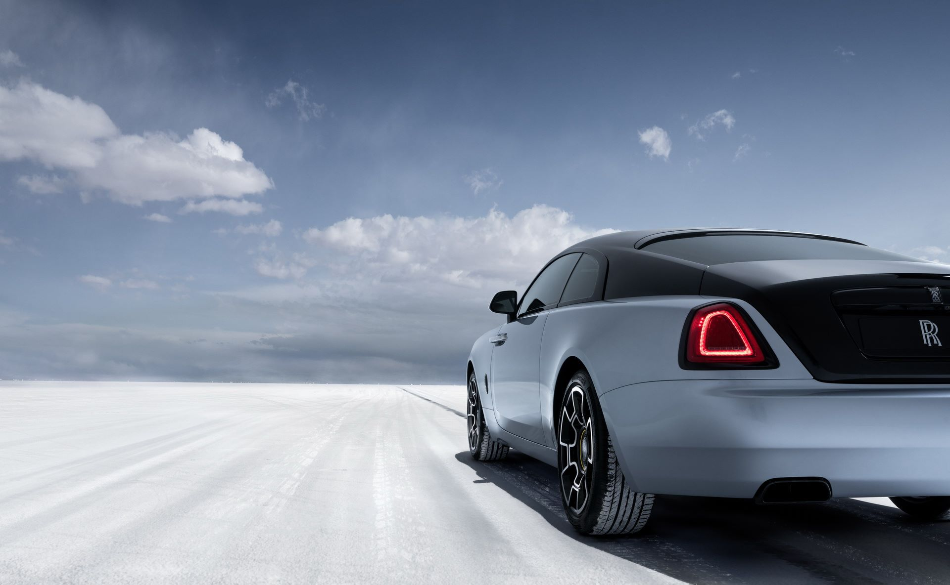 Rolls-Royce-Wraith-and-Dawn-Black-Badge-Landspeed-Collection-5