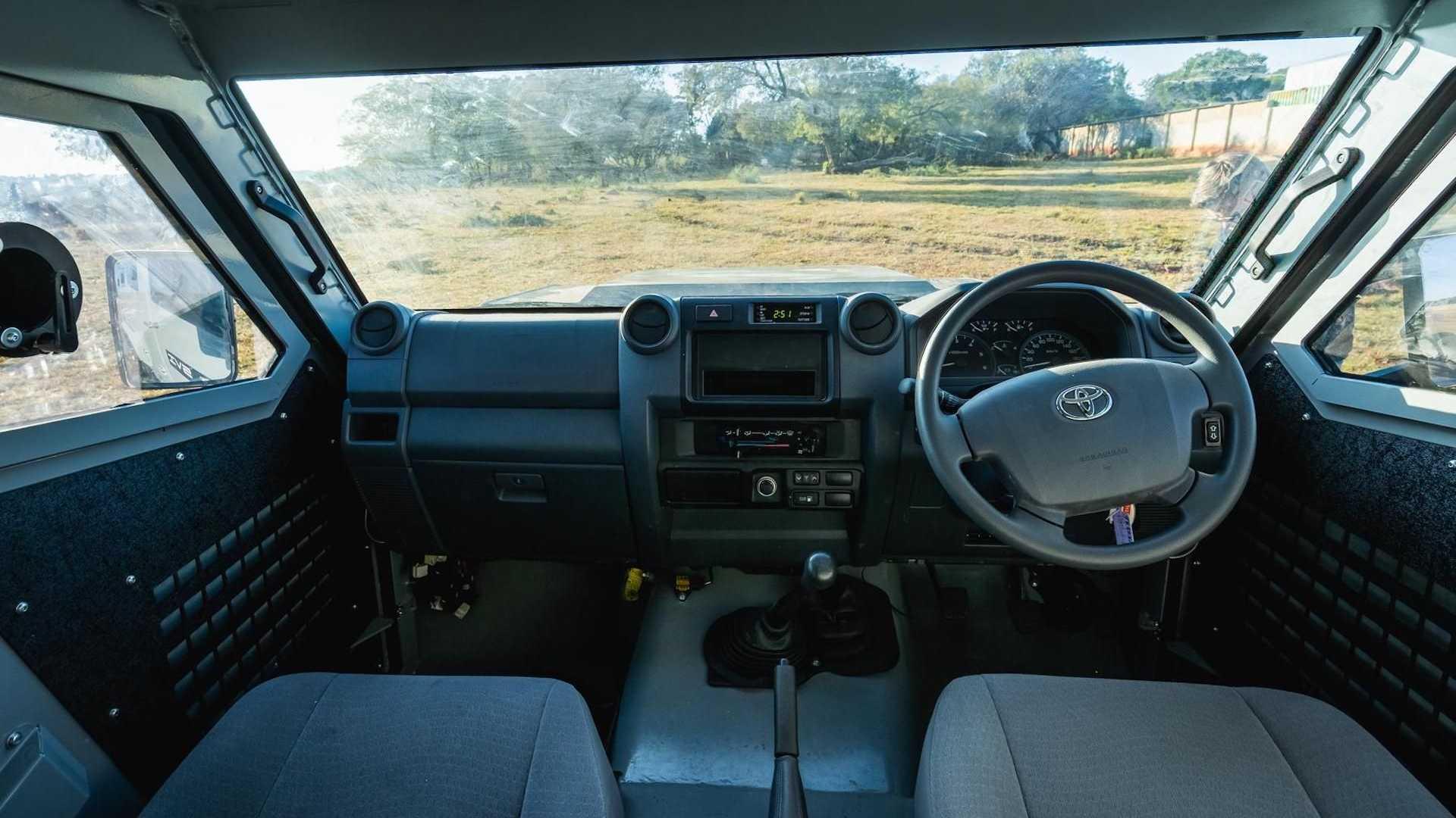 SVI-Max-3-Troopy-Toyota-Land-Cruiser-79-7