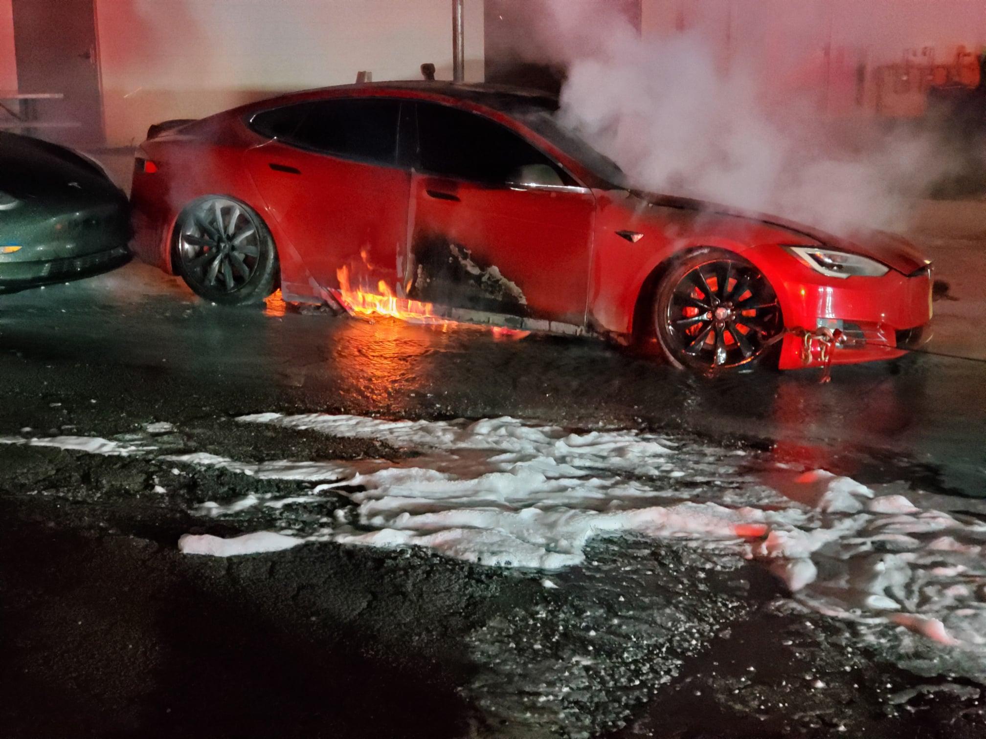 Tesla-Model-S-P100D-Fire-3