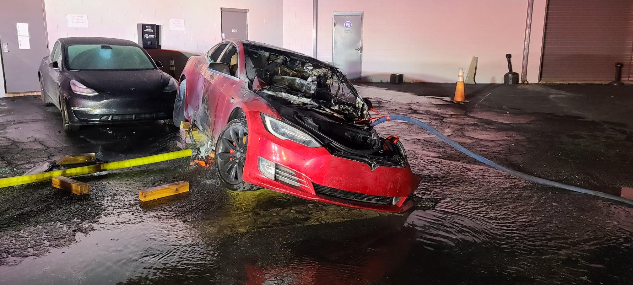 Tesla-Model-S-P100D-Fire-7