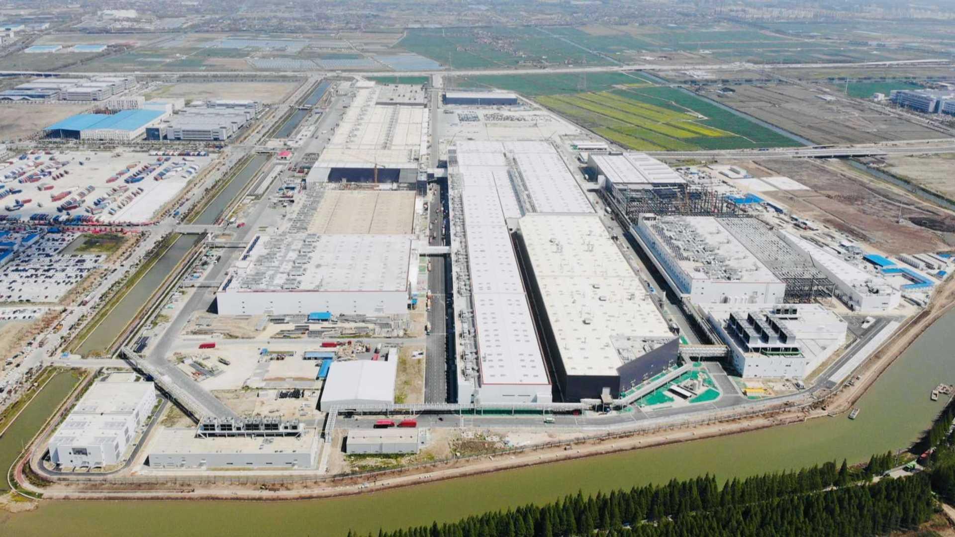 Tesla_Model_Y_gigafactory_shanghai-0000