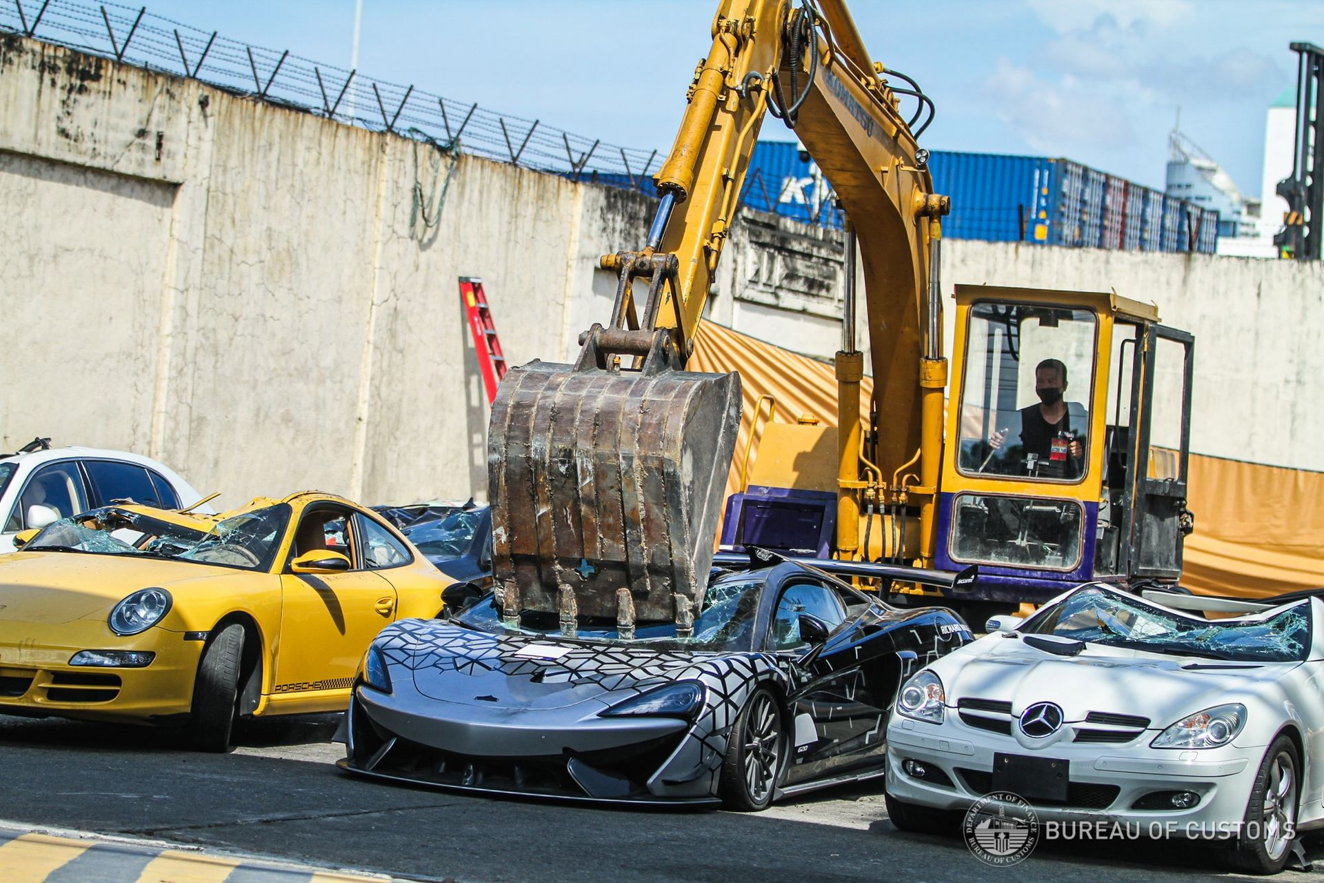 the-philippines-destroys-illegally-imported-cars-1