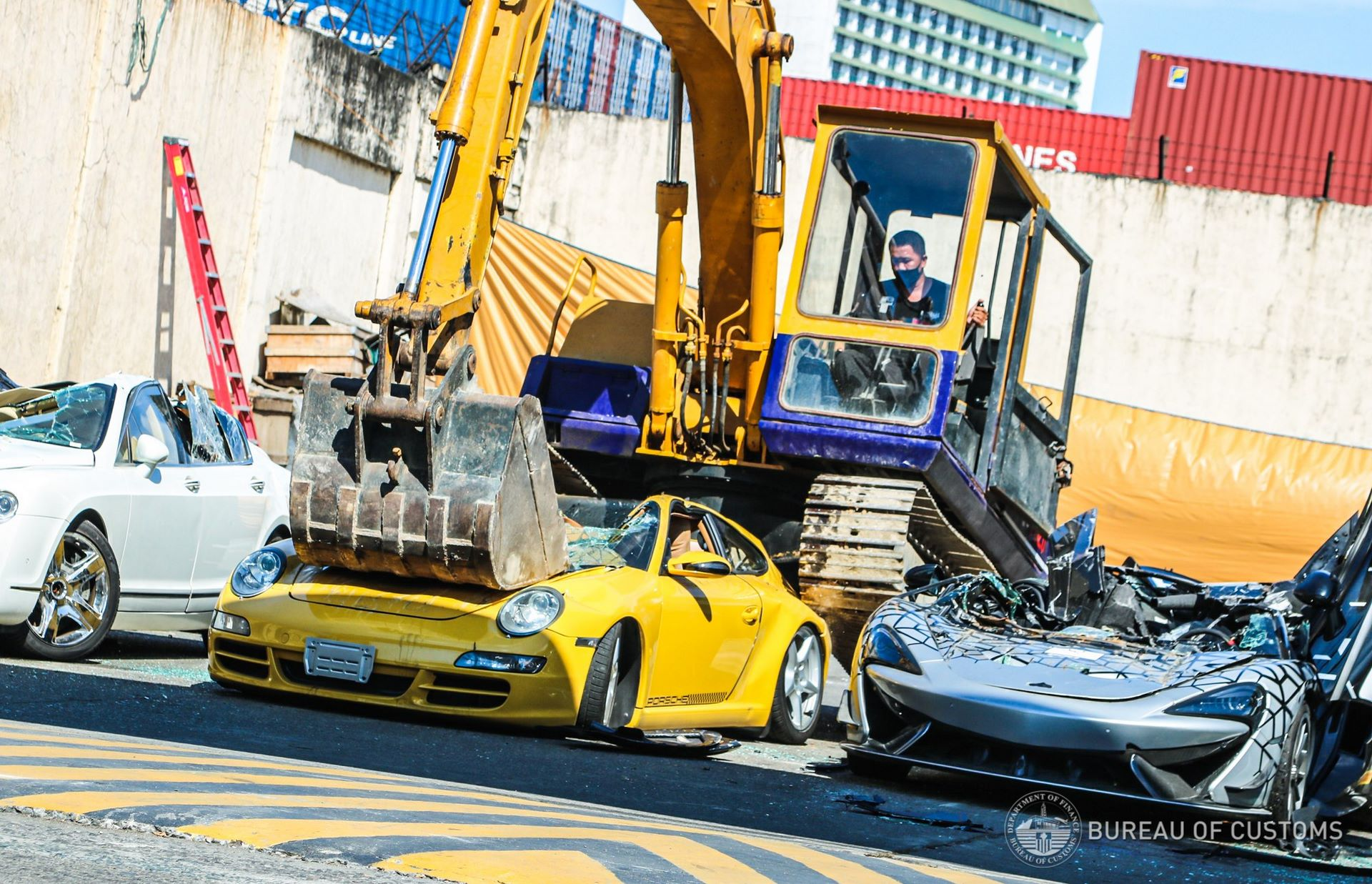 the-philippines-destroys-illegally-imported-cars-11