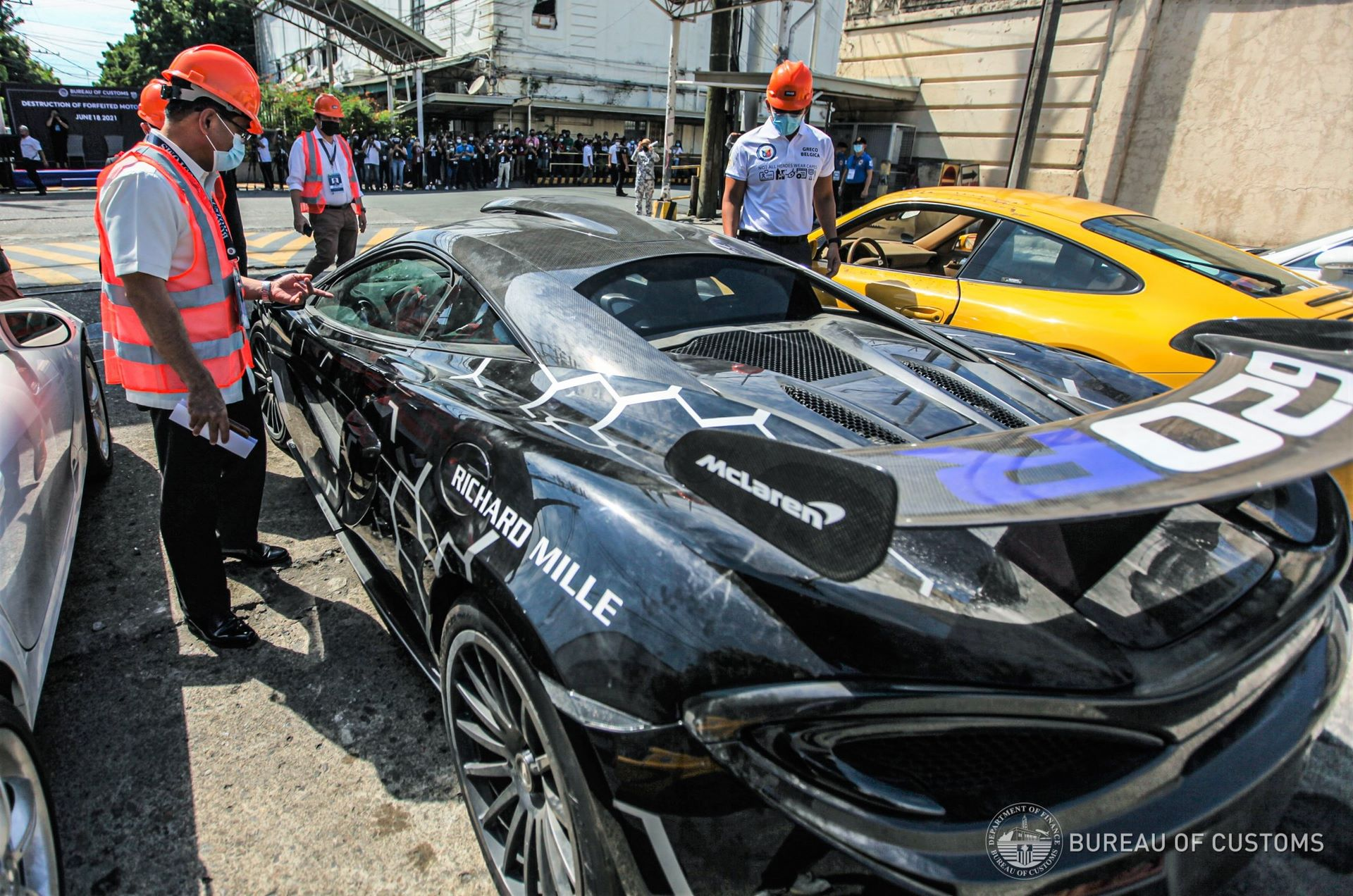 the-philippines-destroys-illegally-imported-cars-13