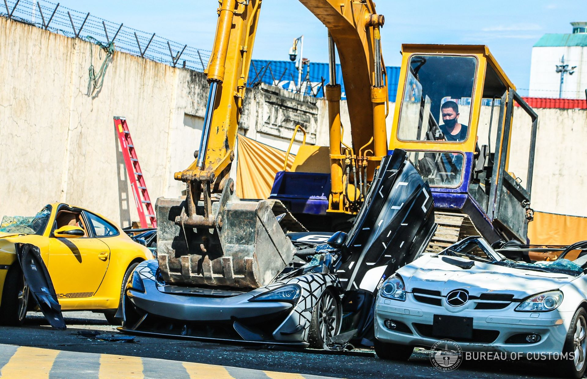 the-philippines-destroys-illegally-imported-cars-2