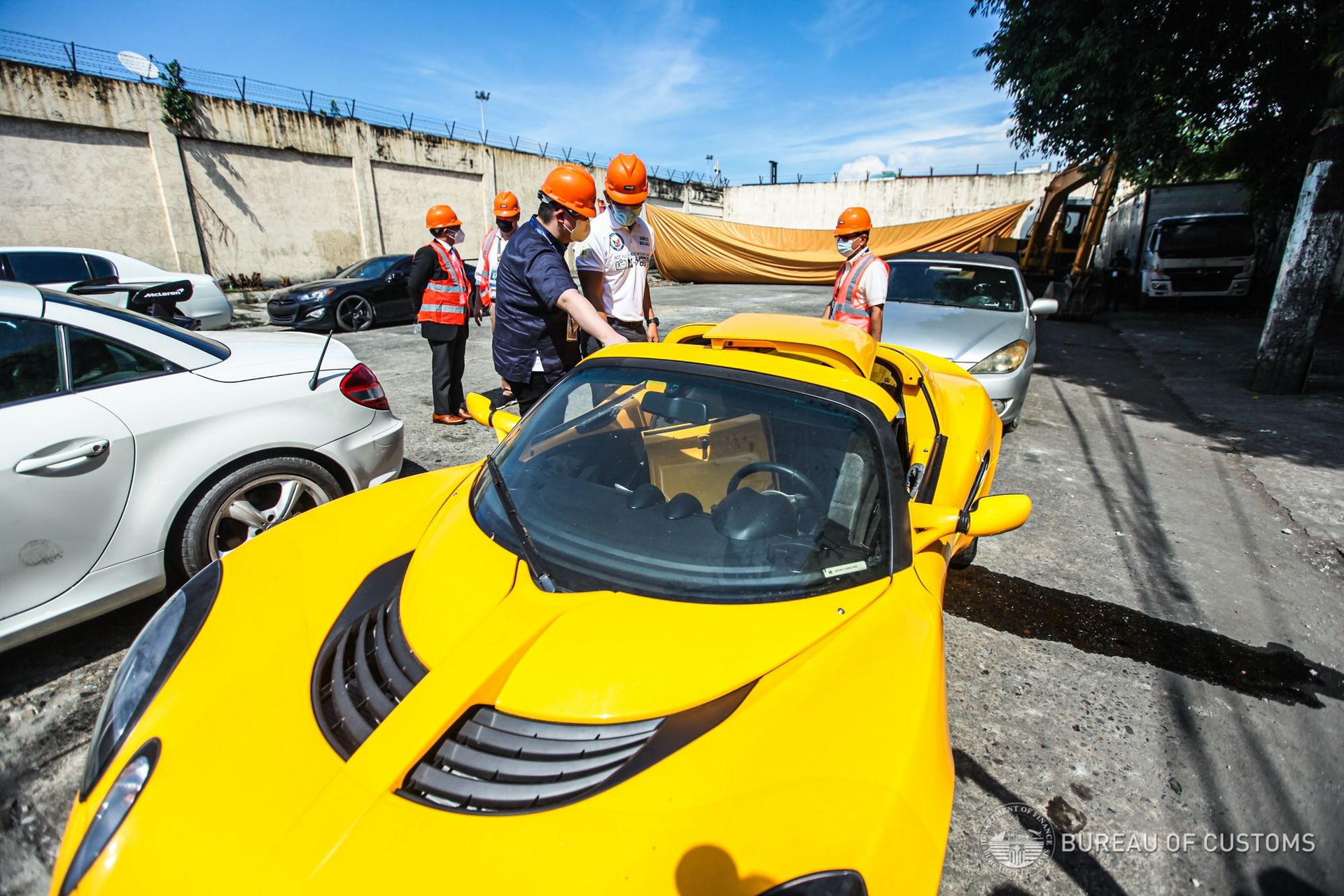 the-philippines-destroys-illegally-imported-cars-5