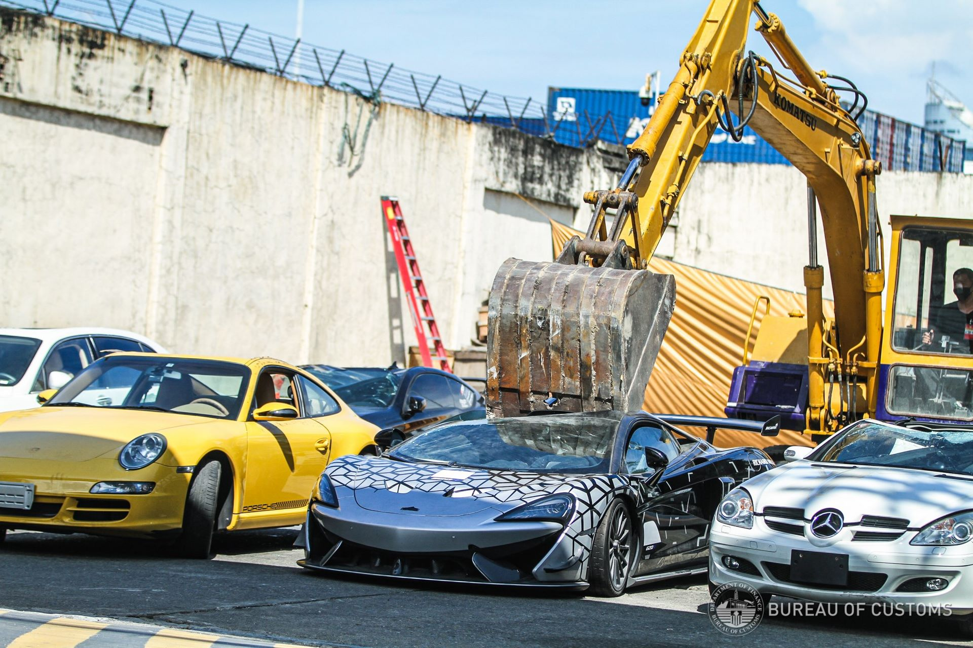 the-philippines-destroys-illegally-imported-cars-6