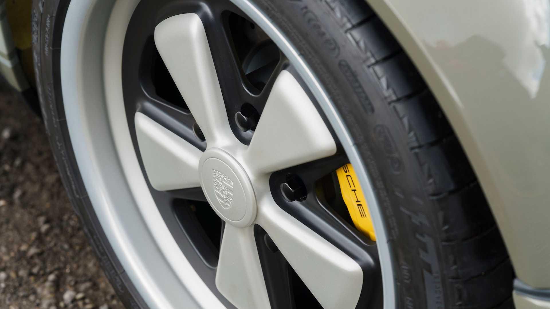 Theon-Design-HK002-Porsche-911-24
